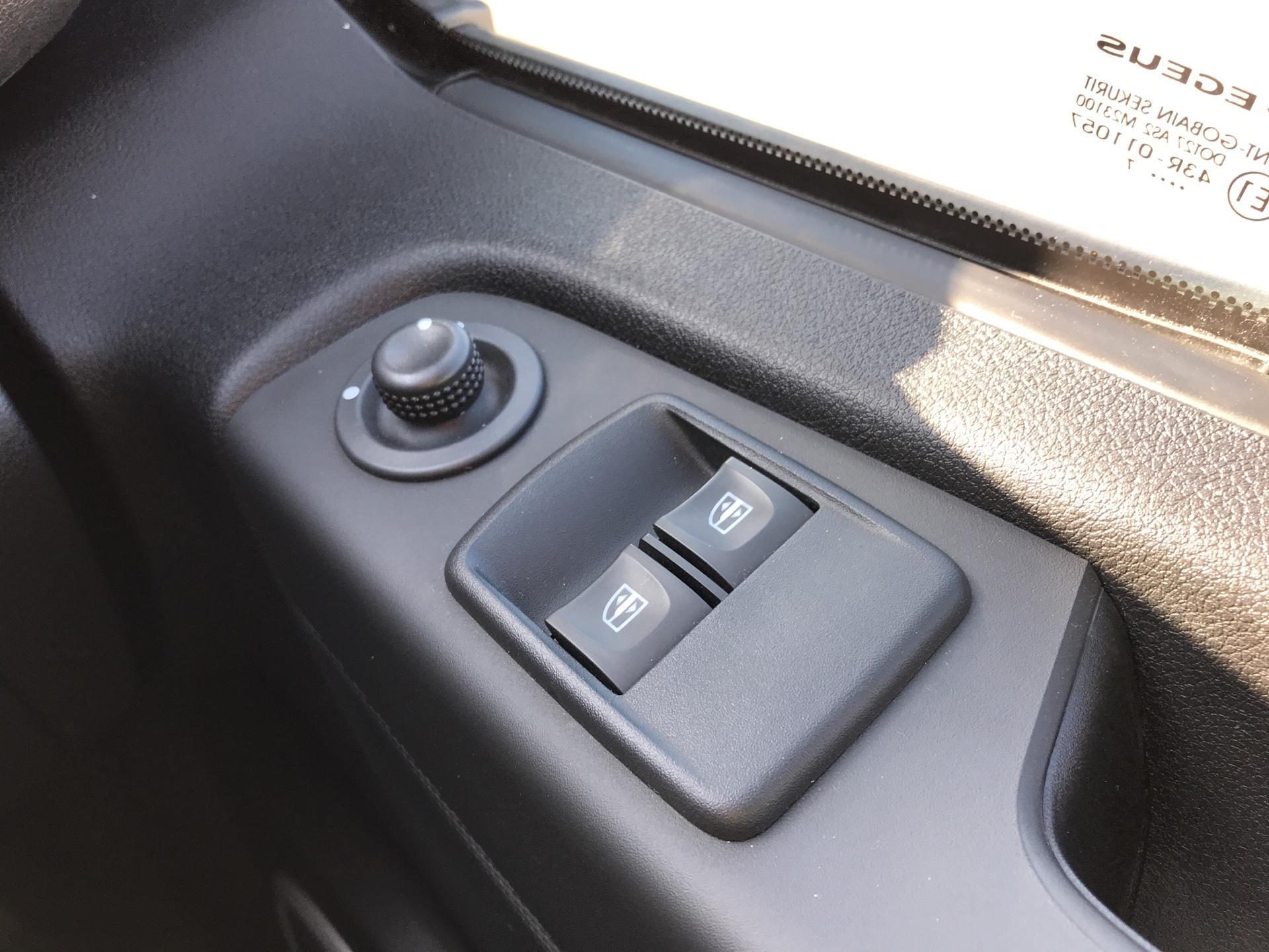 2017 Vauxhall Vivaro L2 H1 2900 1.6 115PS  BITURBO SPORTIVE  EURO 5 (YS17GKY) Image 17