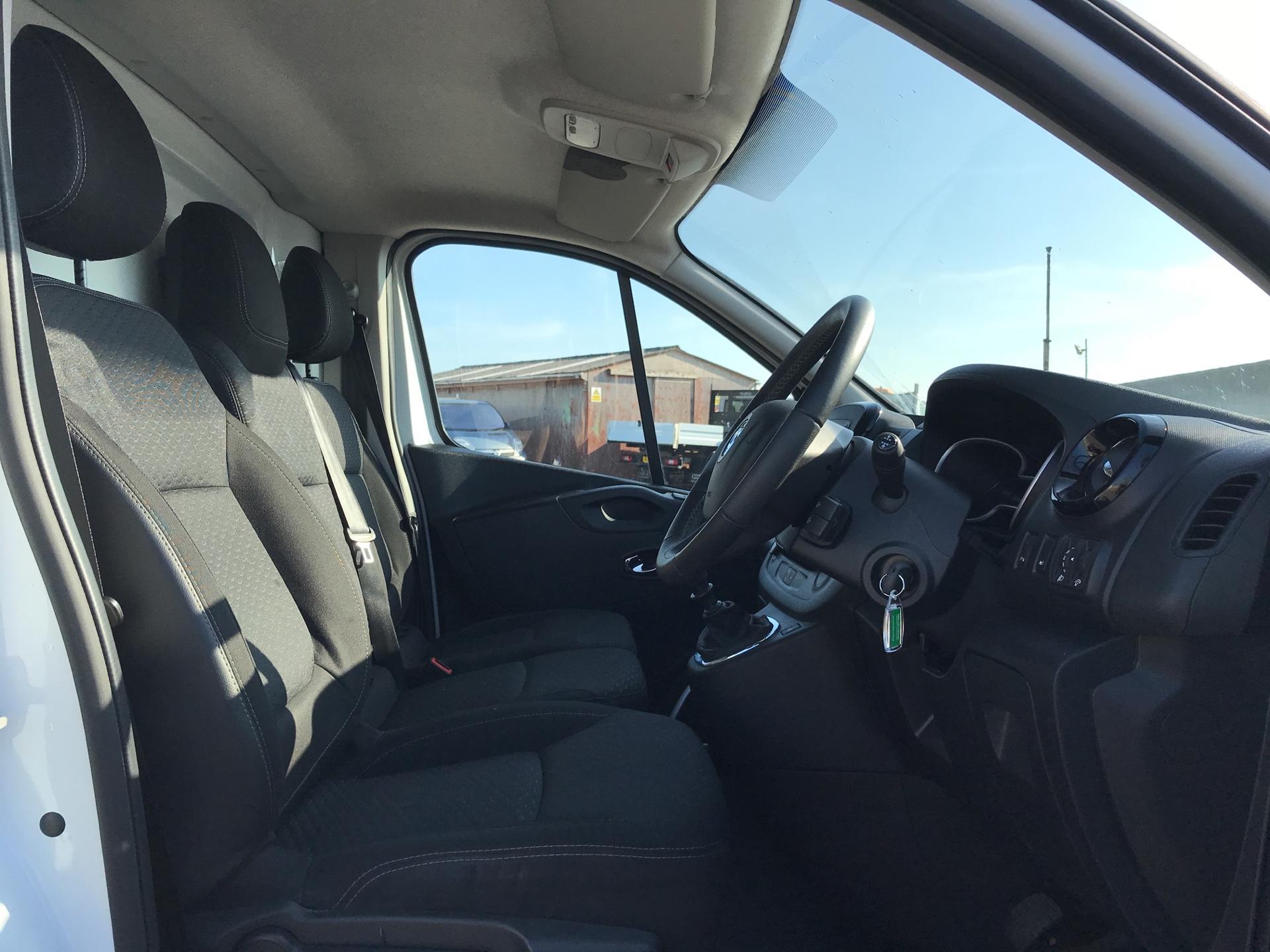 2017 Vauxhall Vivaro L2 H1 2900 1.6 115PS  BITURBO SPORTIVE  EURO 5 (YS17GKY) Image 9