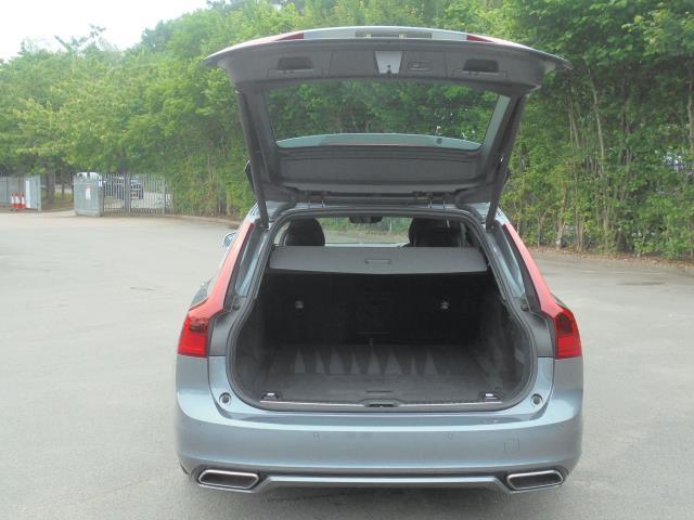 2018 Volvo V90 2.0 D4 R Design 5Dr Geartronic (YS18DXT) Image 8