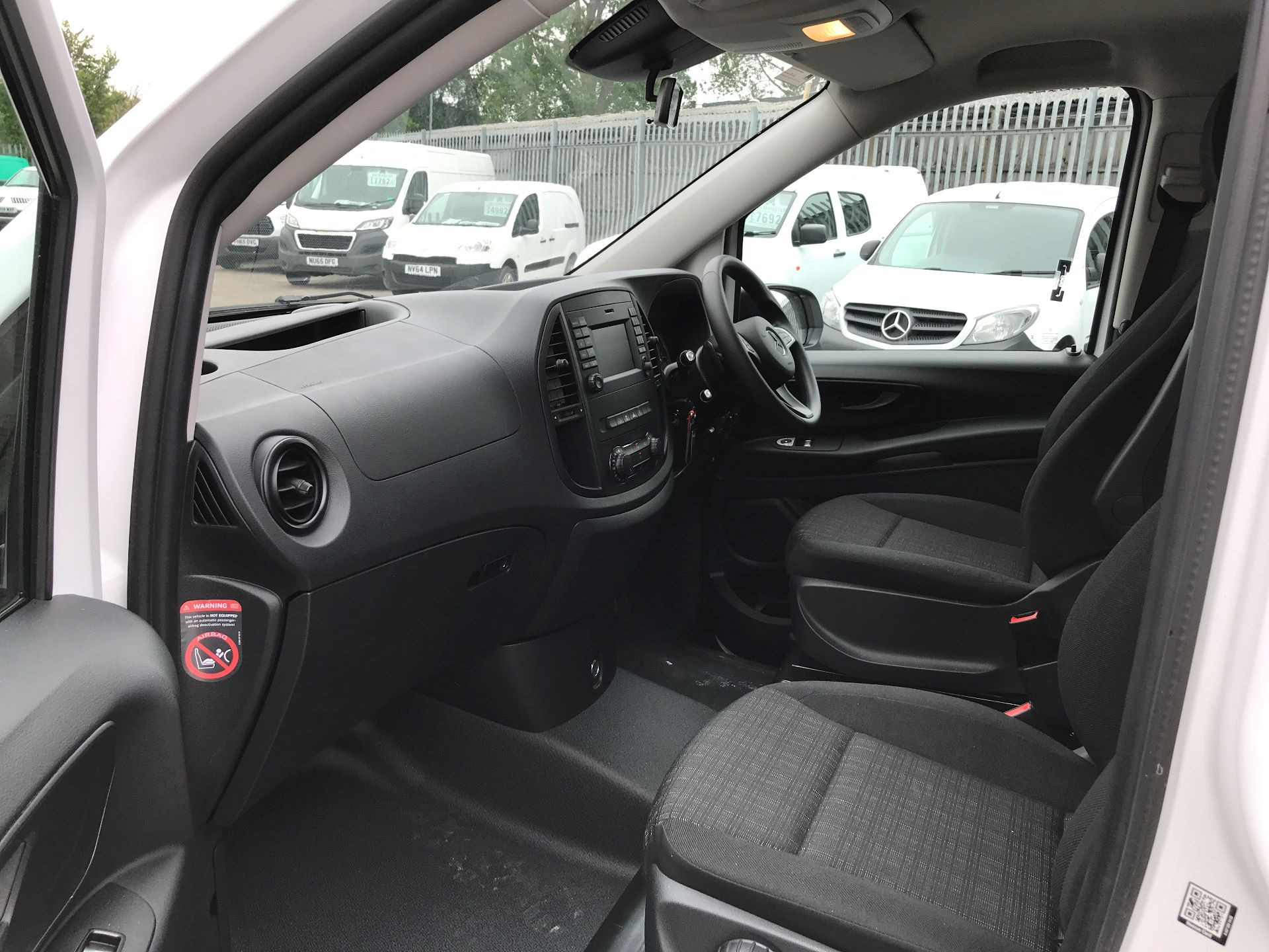 2018 Mercedes-Benz Vito 119CDI COMPACT BLUETECH 190PS DUALINER SPORT AUTOMATIC EURO 6 (YS18KAJ) Image 11