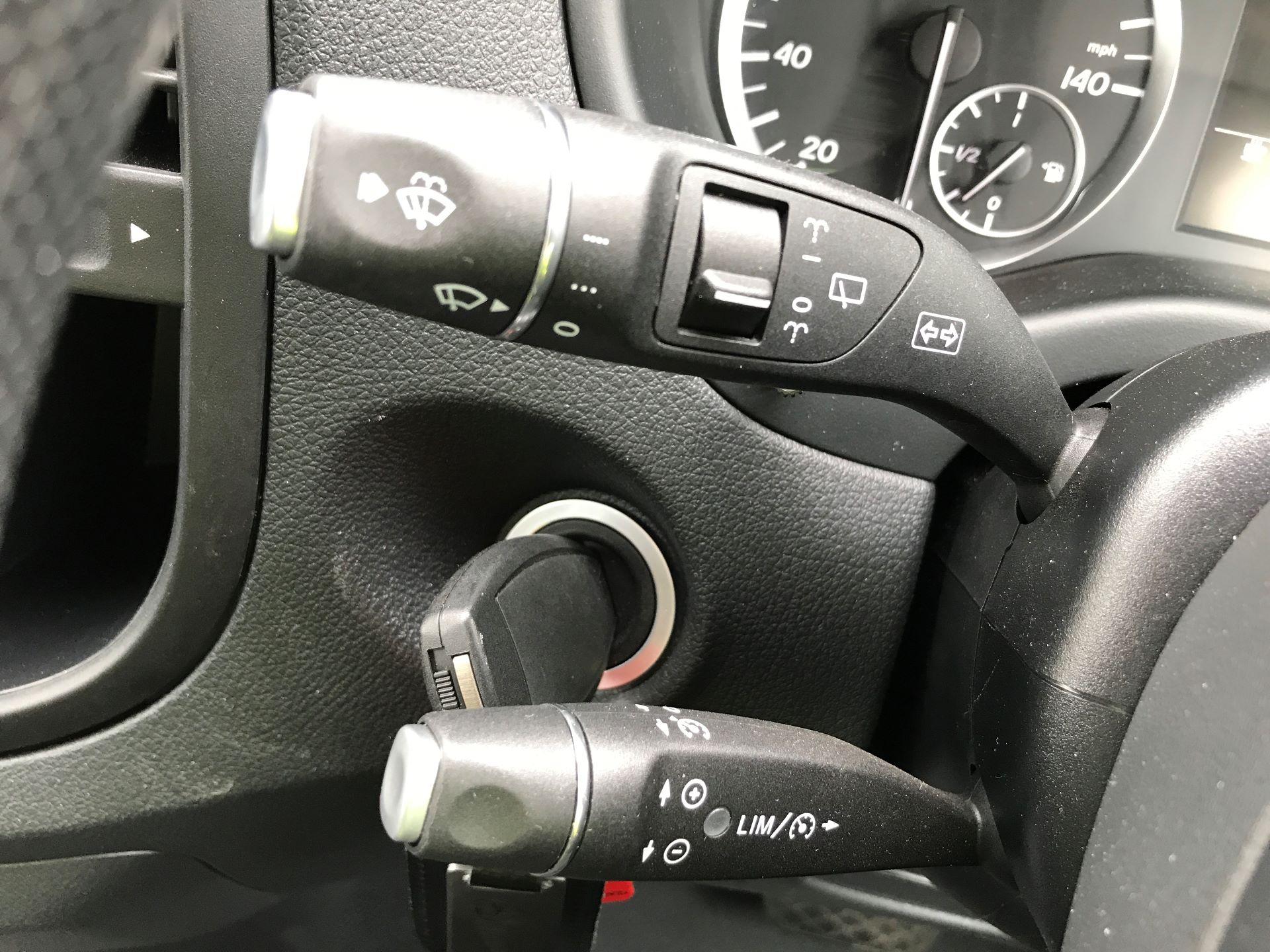 2018 Mercedes-Benz Vito 119CDI COMPACT BLUETECH 190PS DUALINER SPORT AUTOMATIC EURO 6 (YS18KAJ) Image 28