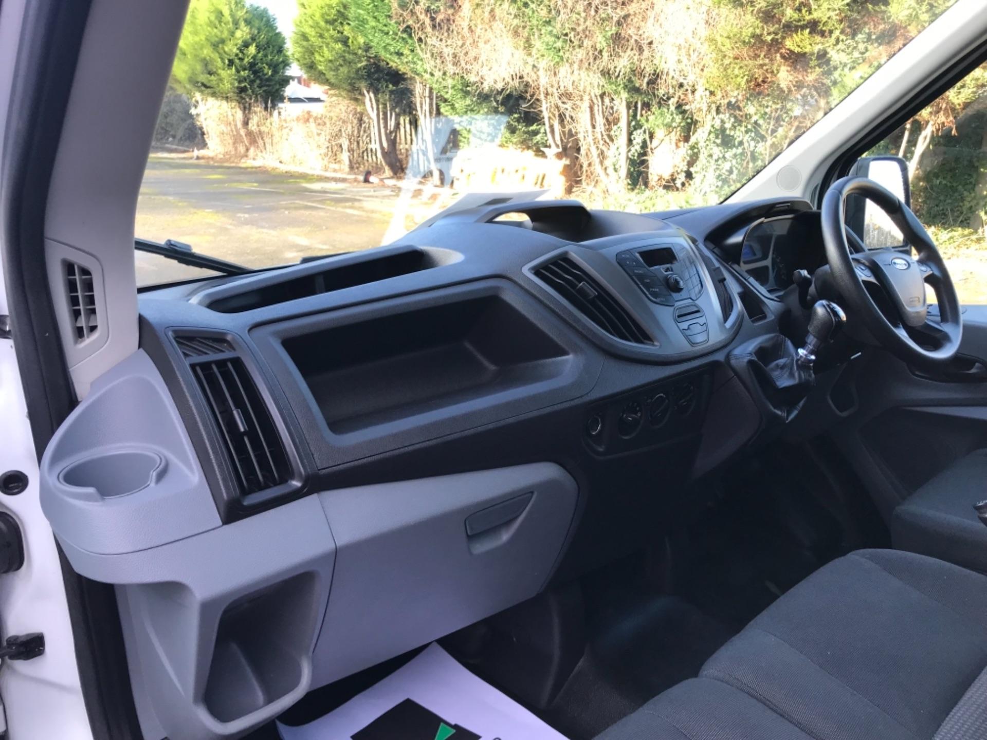 2016 Ford Transit 2.2 Tdci 125Ps Dropside DRW Tail lift (YS66SNU) Image 22