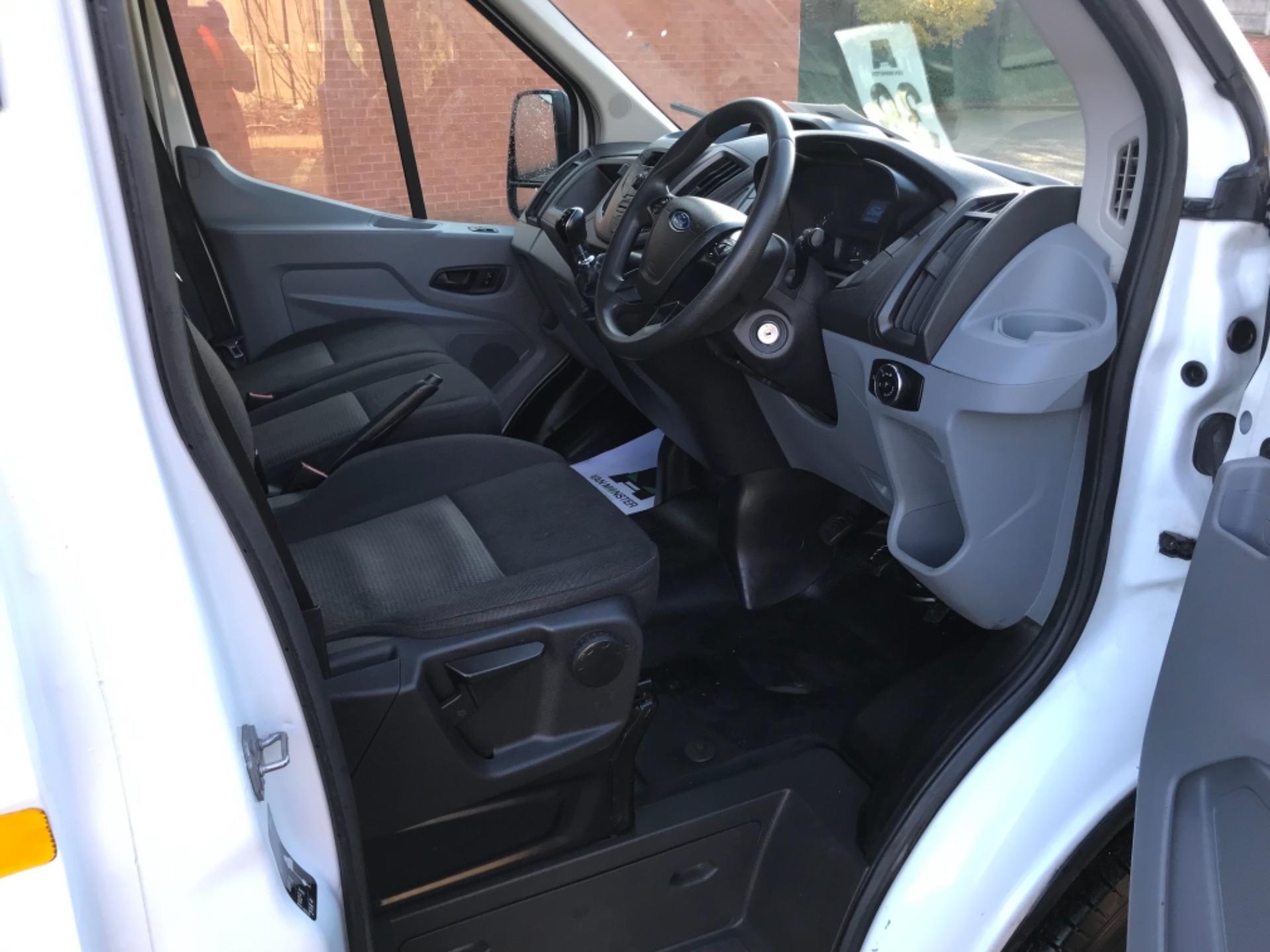 2016 Ford Transit 2.2 Tdci 125Ps Dropside DRW Tail lift (YS66SNU) Image 9