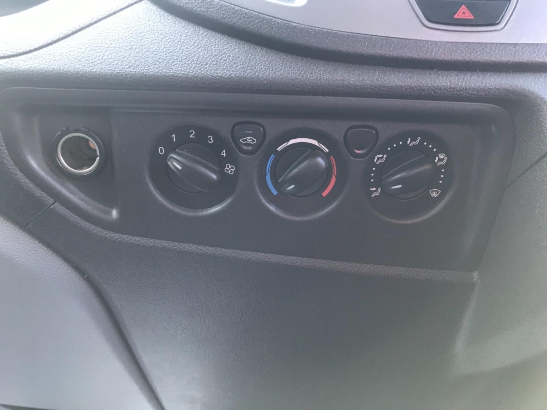 2016 Ford Transit 2.2 Tdci 125Ps Dropside DRW Tail lift (YS66SNU) Image 20