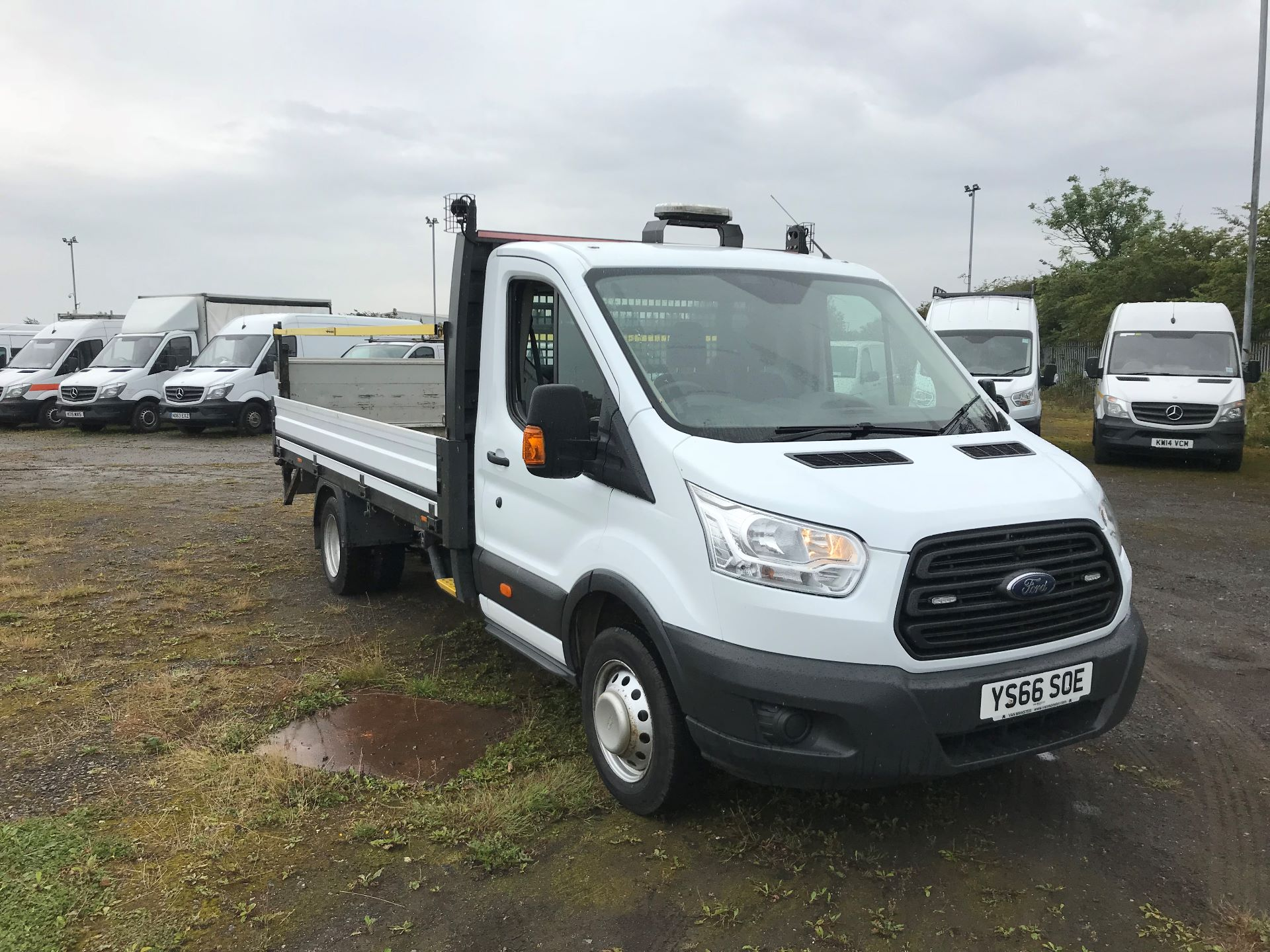 2016 Ford Transit 2.2 Tdci 125Ps Heavy Duty Chassis Cab *VALUE RANGE VEHICLE CONDITION REFLECTED IN PRICE*  (YS66SOE)