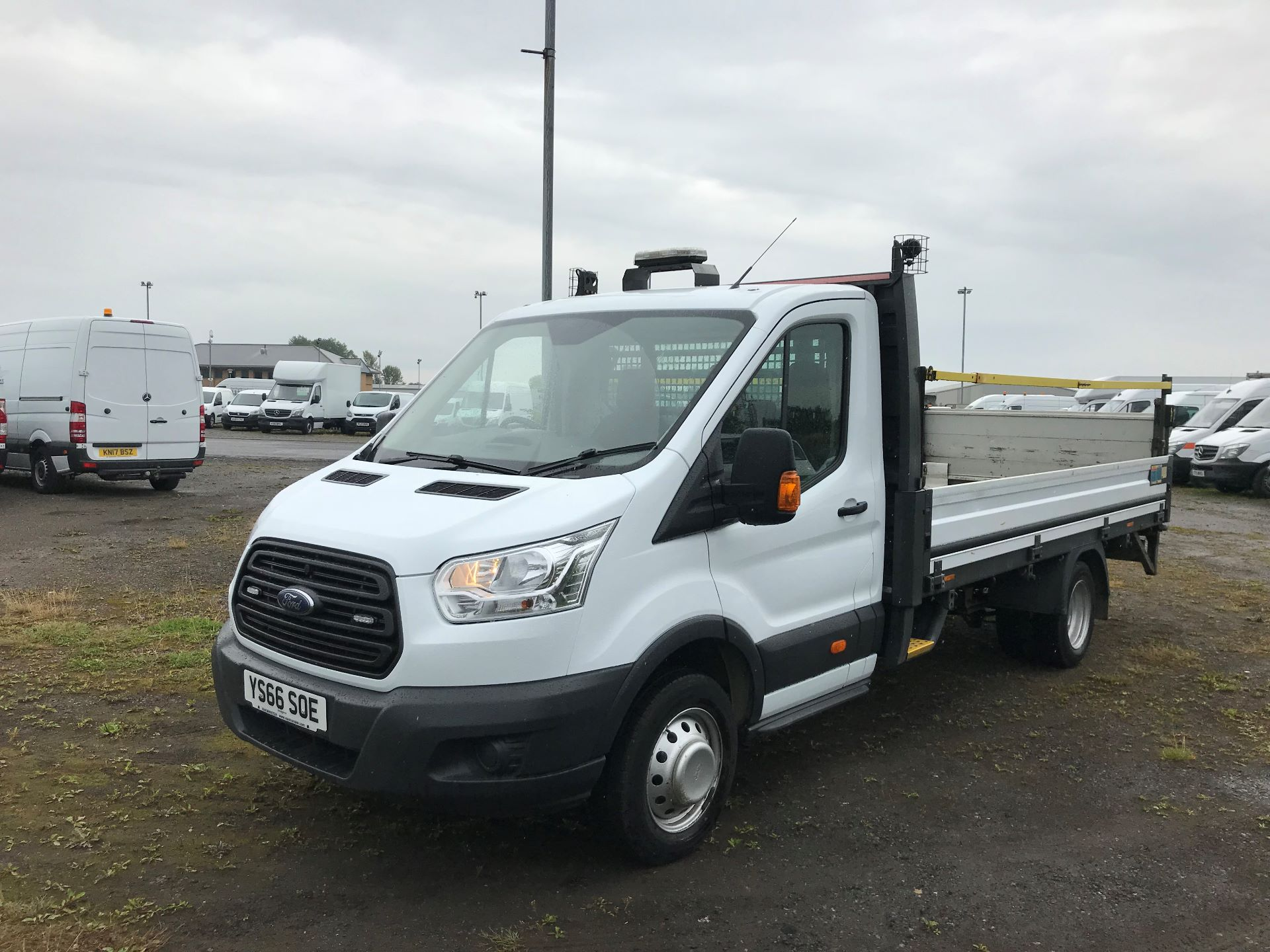 2016 Ford Transit 2.2 Tdci 125Ps Heavy Duty Chassis Cab *VALUE RANGE VEHICLE CONDITION REFLECTED IN PRICE*  (YS66SOE) Image 3