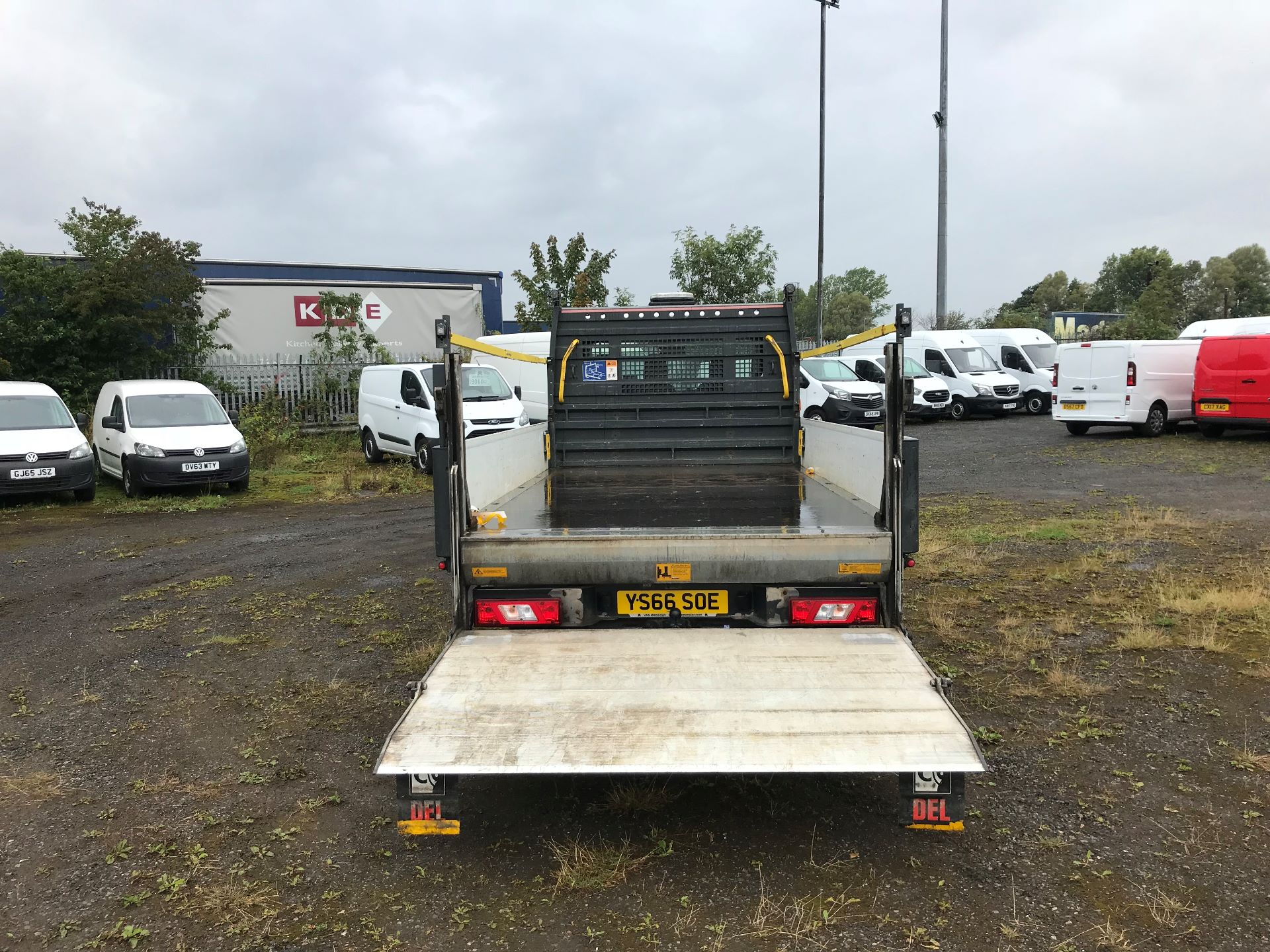 2016 Ford Transit 2.2 Tdci 125Ps Heavy Duty Chassis Cab *VALUE RANGE VEHICLE CONDITION REFLECTED IN PRICE*  (YS66SOE) Image 15