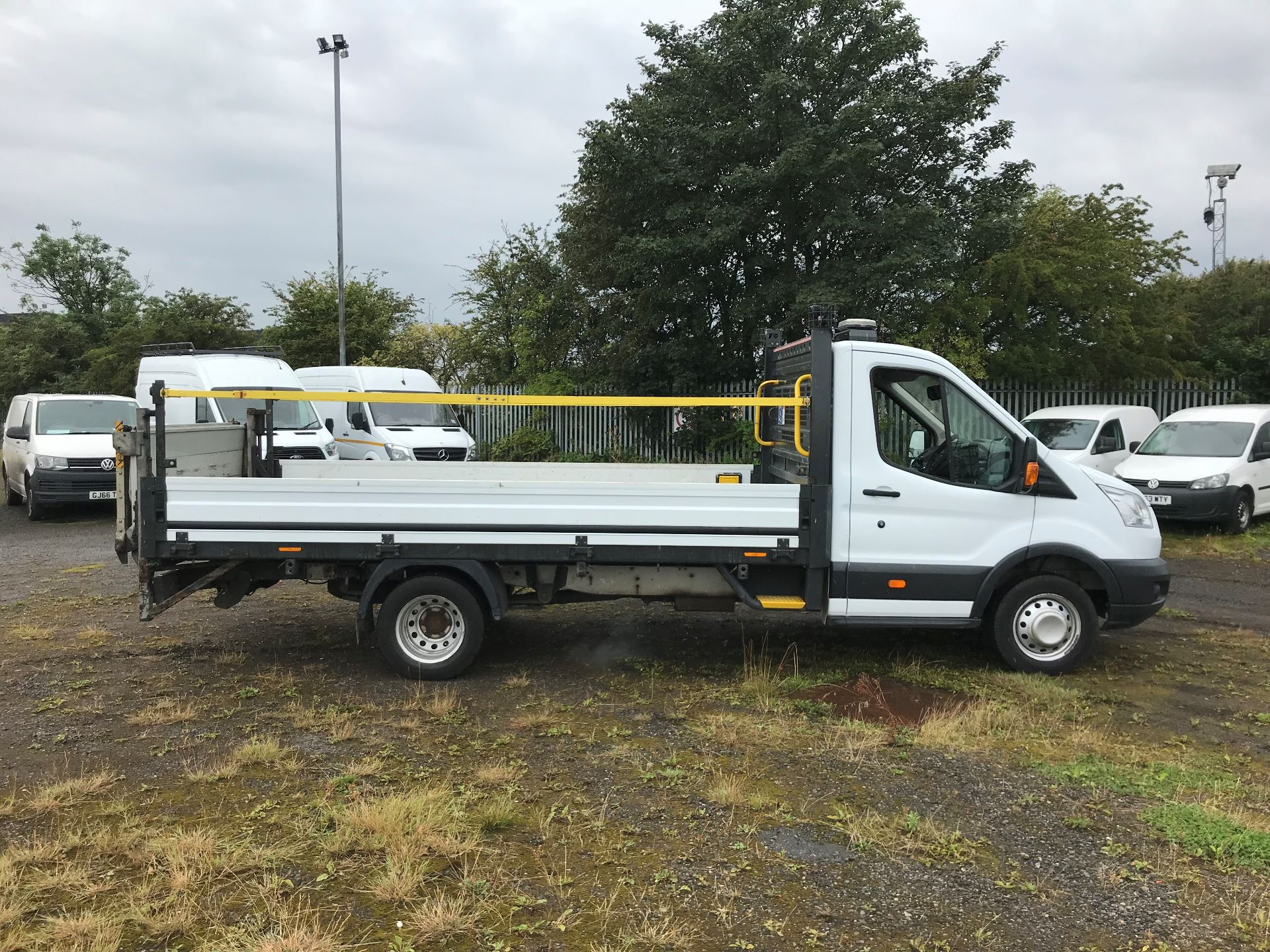 2016 Ford Transit 2.2 Tdci 125Ps Heavy Duty Chassis Cab *VALUE RANGE VEHICLE CONDITION REFLECTED IN PRICE*  (YS66SOE) Image 8