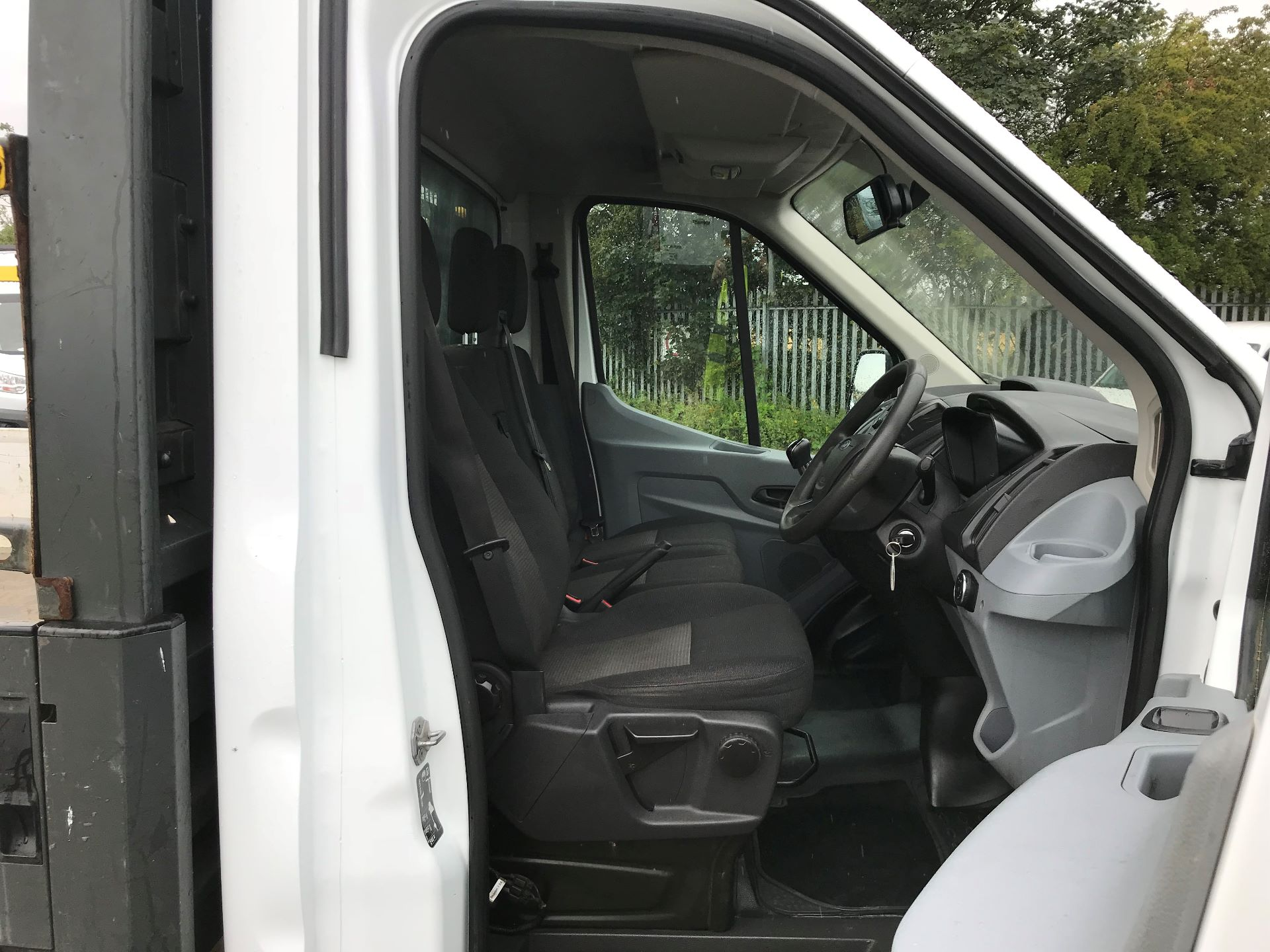 2016 Ford Transit 2.2 Tdci 125Ps Heavy Duty Chassis Cab *VALUE RANGE VEHICLE CONDITION REFLECTED IN PRICE*  (YS66SOE) Image 11