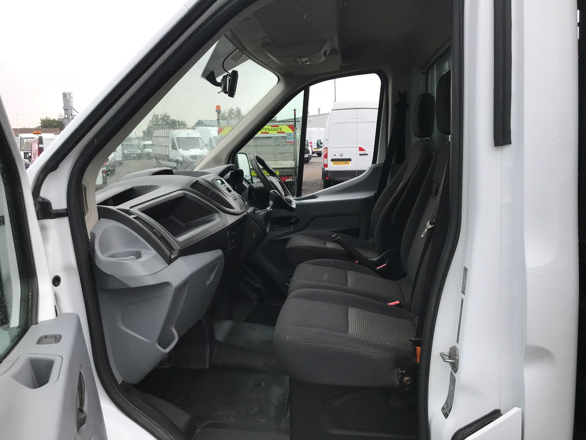 2016 Ford Transit 2.2 Tdci 125Ps Heavy Duty Chassis Cab *VALUE RANGE VEHICLE CONDITION REFLECTED IN PRICE*  (YS66SOE) Image 12