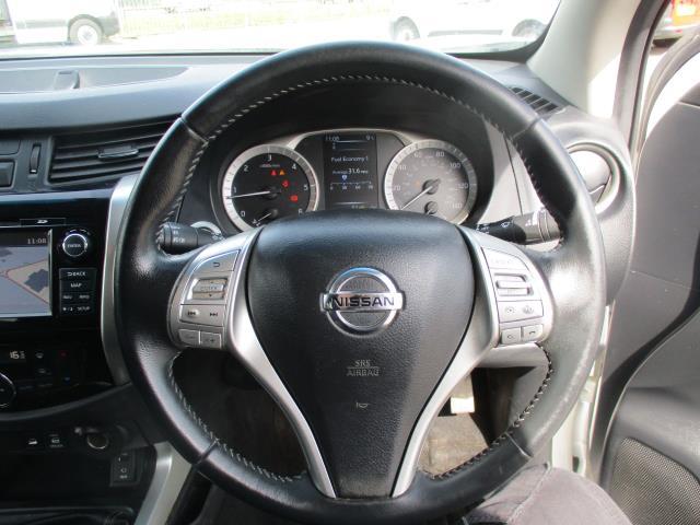 2017 Nissan Navara Double Cab Pick Up Tekna 2.3Dci 190 4Wd (YS67PVJ) Image 14