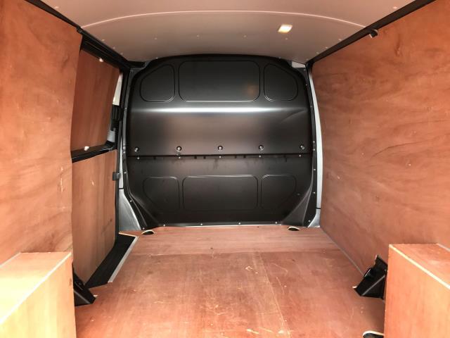 2017 Volkswagen Transporter T30 LWB DIESEL 2.0 TDI BMT 102 TRENDLINE VAN EURO 6 (YT67XYS) Image 18