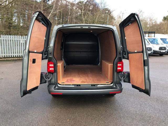 2017 Volkswagen Transporter T30 LWB DIESEL 2.0 TDI BMT 102 TRENDLINE VAN EURO 6 (YT67XYS) Image 17