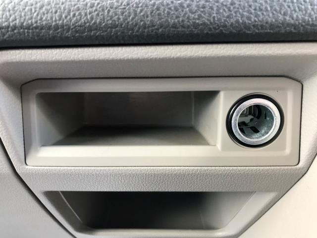 2017 Volkswagen Transporter T30 LWB DIESEL 2.0 TDI BMT 102 TRENDLINE VAN EURO 6 (YT67XYS) Image 19