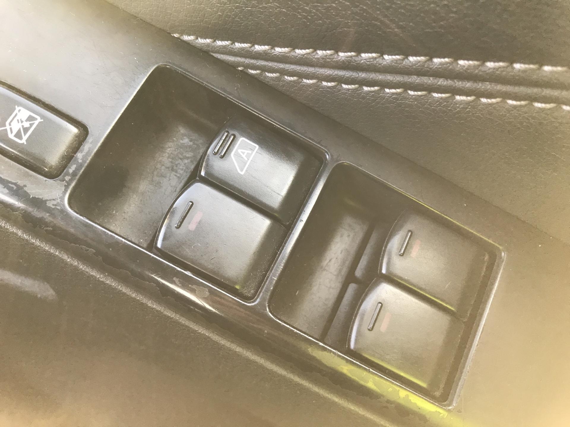 2011 Nissan Navara TEKNA 2.5 DCI 188 DOUBLE CAB AUTO EURO 4 (YX11WZV) Image 23