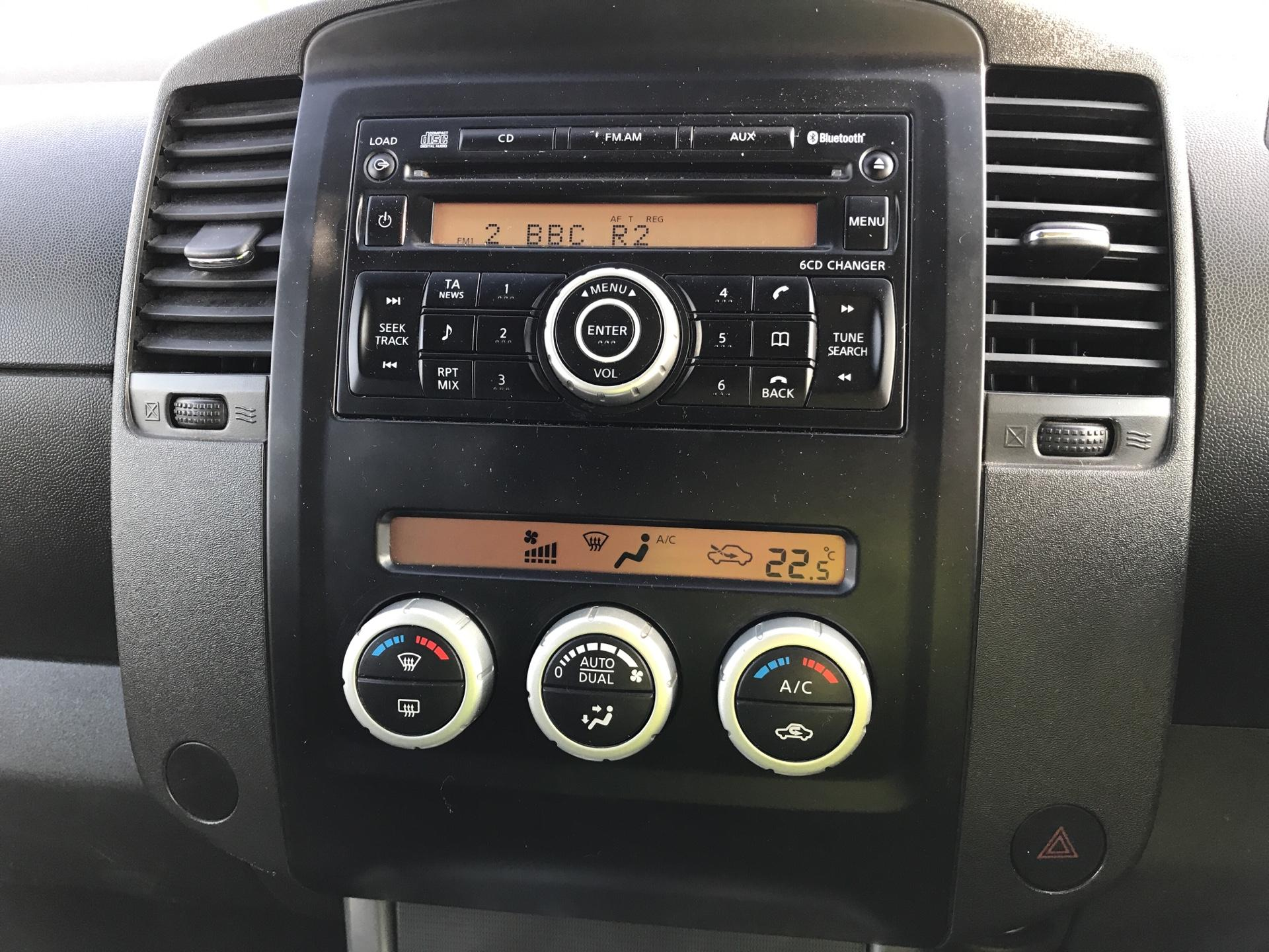 2011 Nissan Navara TEKNA 2.5 DCI 188 DOUBLE CAB AUTO EURO 4 (YX11WZV) Image 10