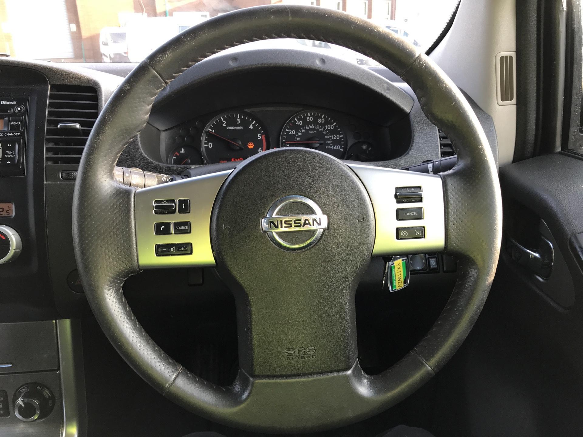 2011 Nissan Navara TEKNA 2.5 DCI 188 DOUBLE CAB AUTO EURO 4 (YX11WZV) Image 12