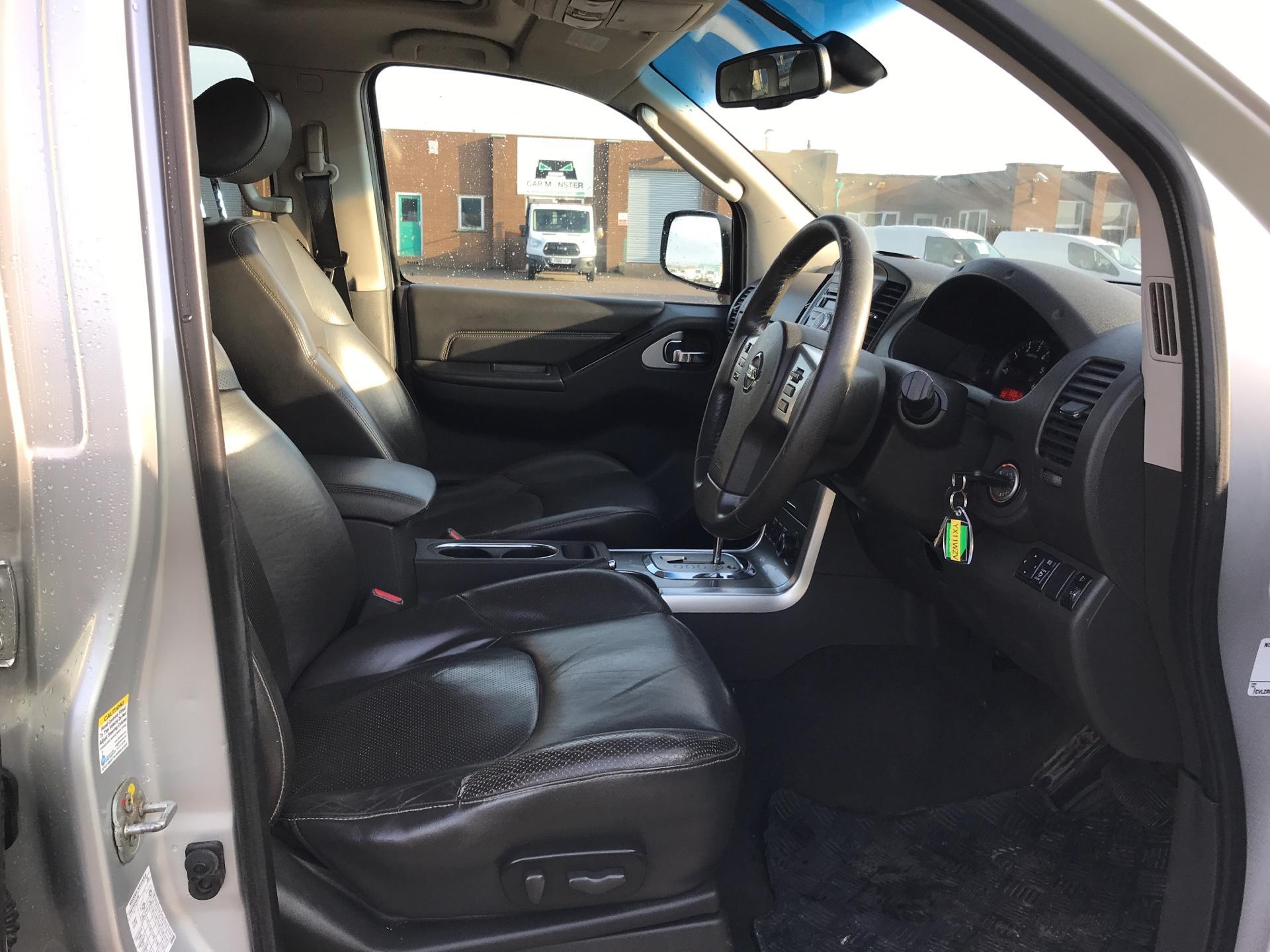 2011 Nissan Navara TEKNA 2.5 DCI 188 DOUBLE CAB AUTO EURO 4 (YX11WZV) Image 9