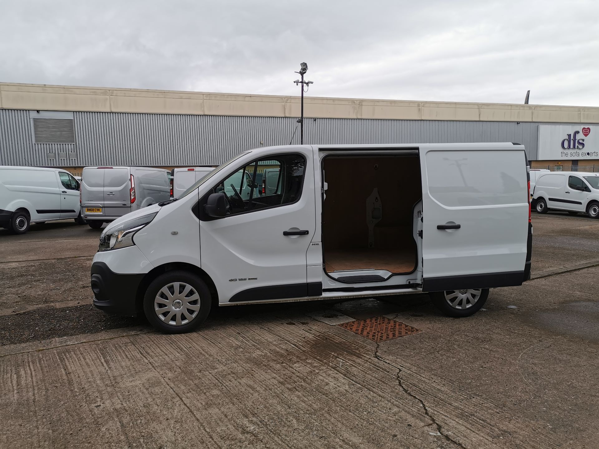 2018 Renault Trafic SL27 1.6 ENERGY DCI 125PS BUSINESS EURO 6 (YY18GJF) Image 19