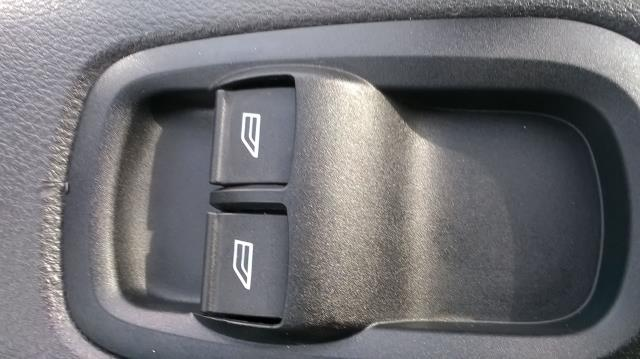 2017 Ford Transit Custom 290 L1 DIESEL FWD 2.0 TDCI 105PS LOW ROOF VAN EURO 6 (BN17PPO) Image 25
