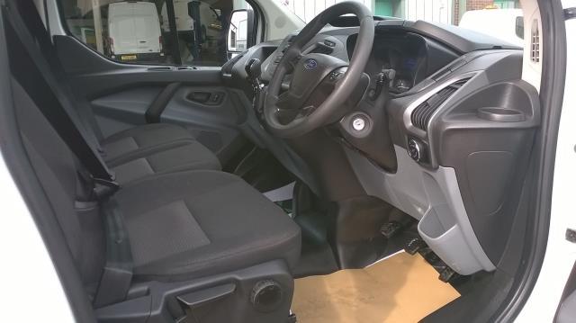 2017 Ford Transit Custom 290 L1 DIESEL FWD 2.0 TDCI 105PS LOW ROOF VAN EURO 6 (BN17PPO) Image 16