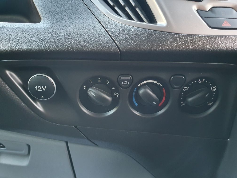 2016 Ford Transit Custom 2.0 Tdci 130Ps Low Roof Trend Van (DL66HCF) Image 19