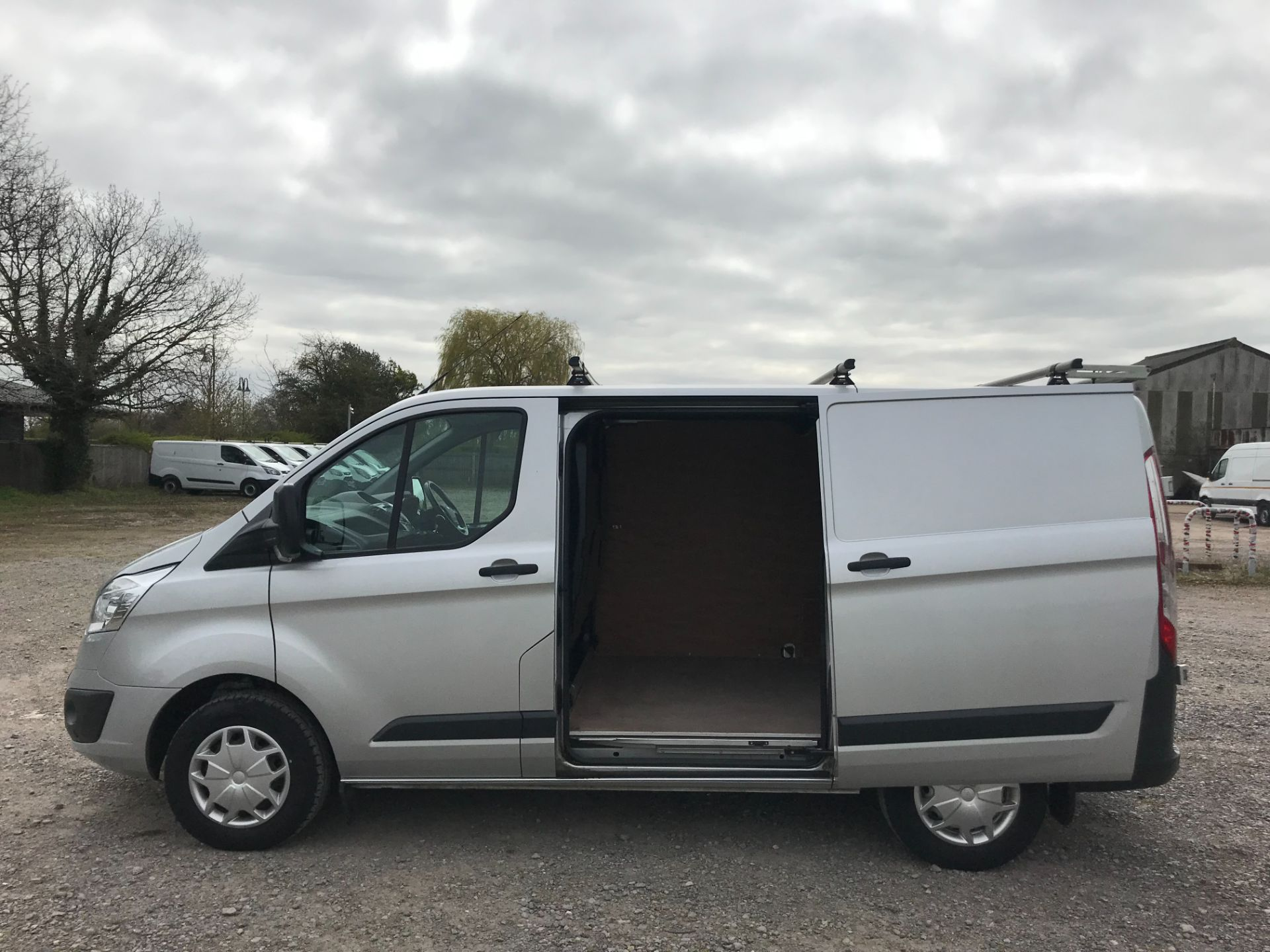 2016 Ford Transit Custom 270 L1 DIESEL FWD 2.0 TDCI 130PS LOW ROOF TREND VAN EURO 6 (DL66HCJ) Image 9