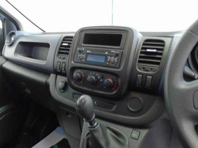 2017 Vauxhall Vivaro  L2 H1 2900 1.6CDTi 120PS  (DU17UYH) Image 8