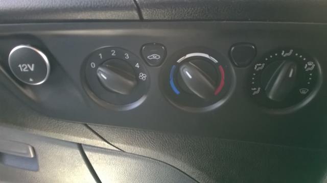 2016 Ford Transit Custom 290 L1 DIESEL FWD 2.2  TDCI 100PS LOW ROOF VAN EURO 5 (FE66CZK) Image 24