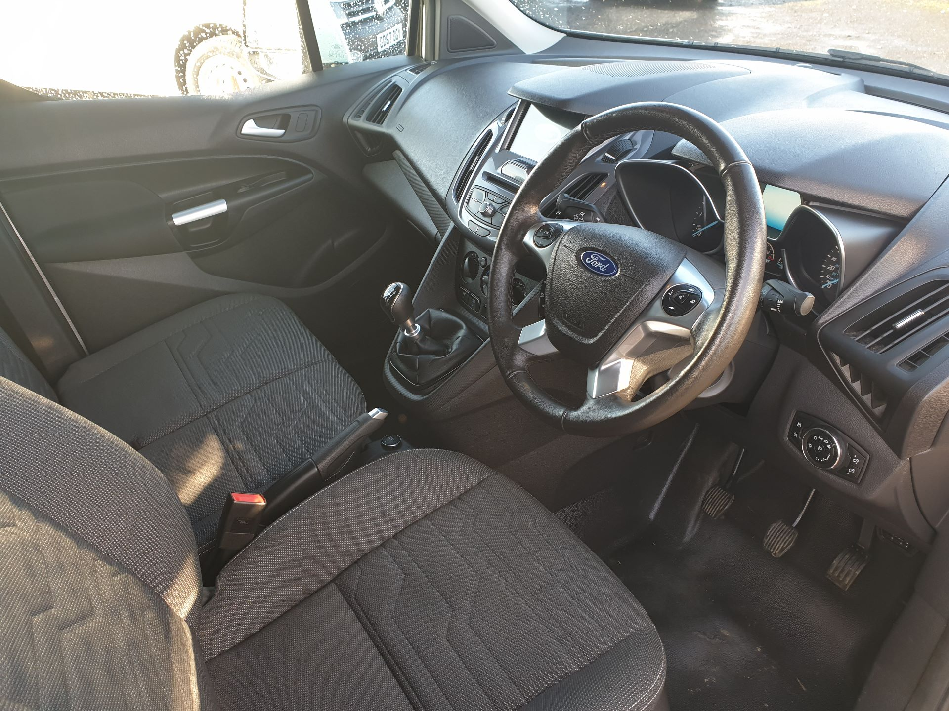 2017 Ford Transit Connect 1.5 Tdci 120Ps Limited Van (FH67OKZ) Image 9
