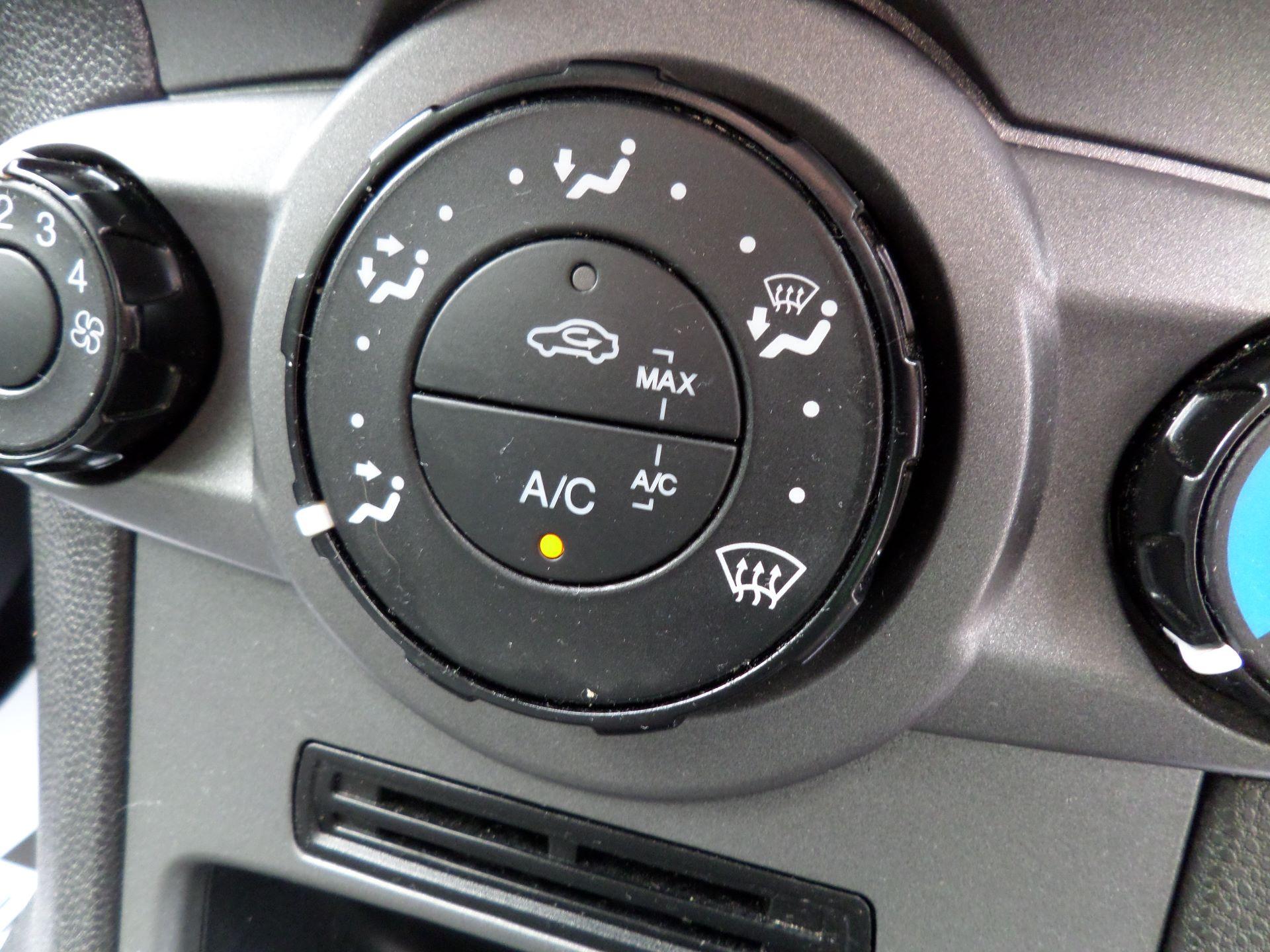 2015 Ford Fiesta  DIESEL 1.5 TDCI VAN EURO 5/6 (FL65SGX) Image 17