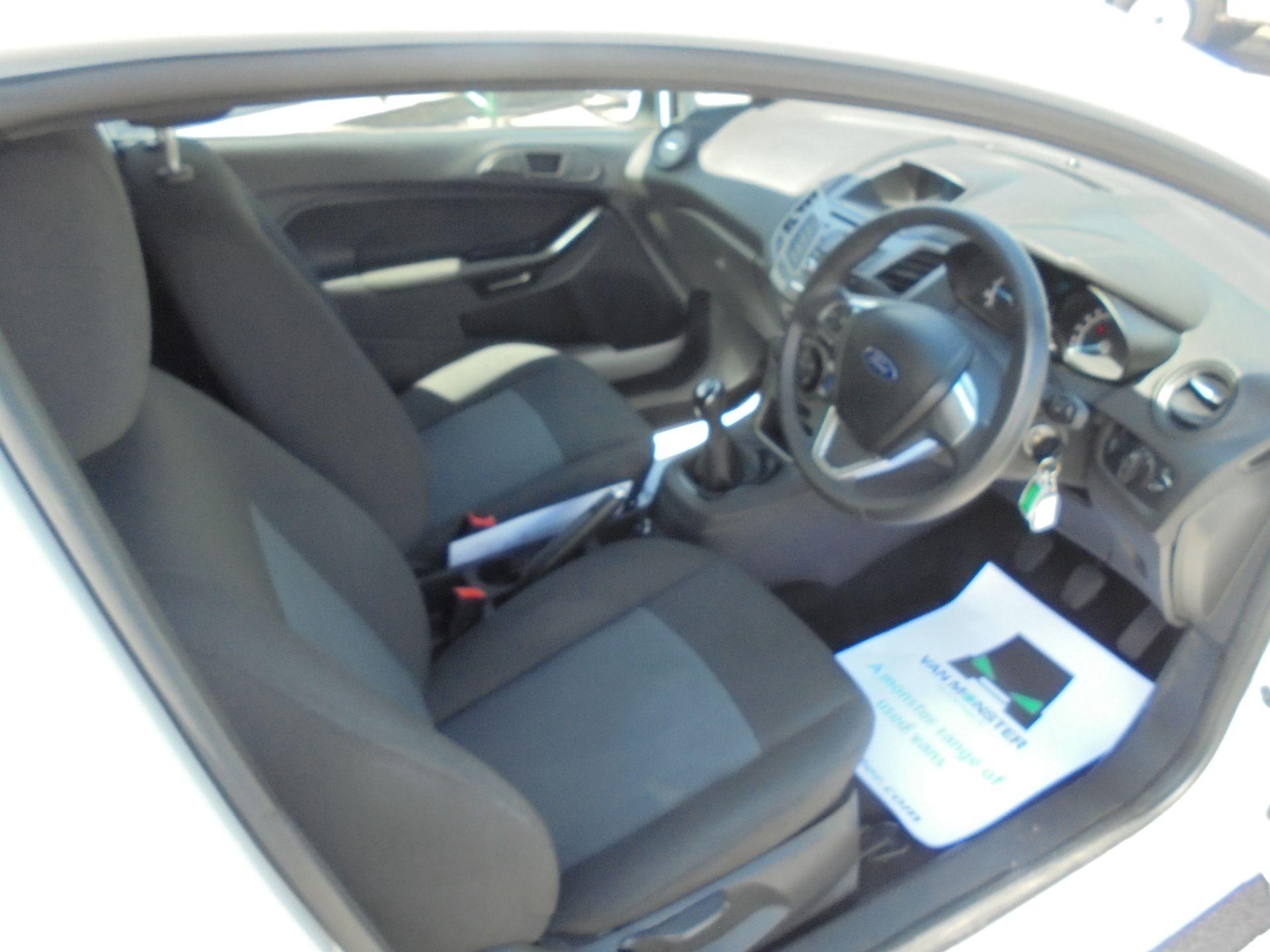2016 Ford Fiesta 1.5 Tdci Van (FN16USU) Image 10