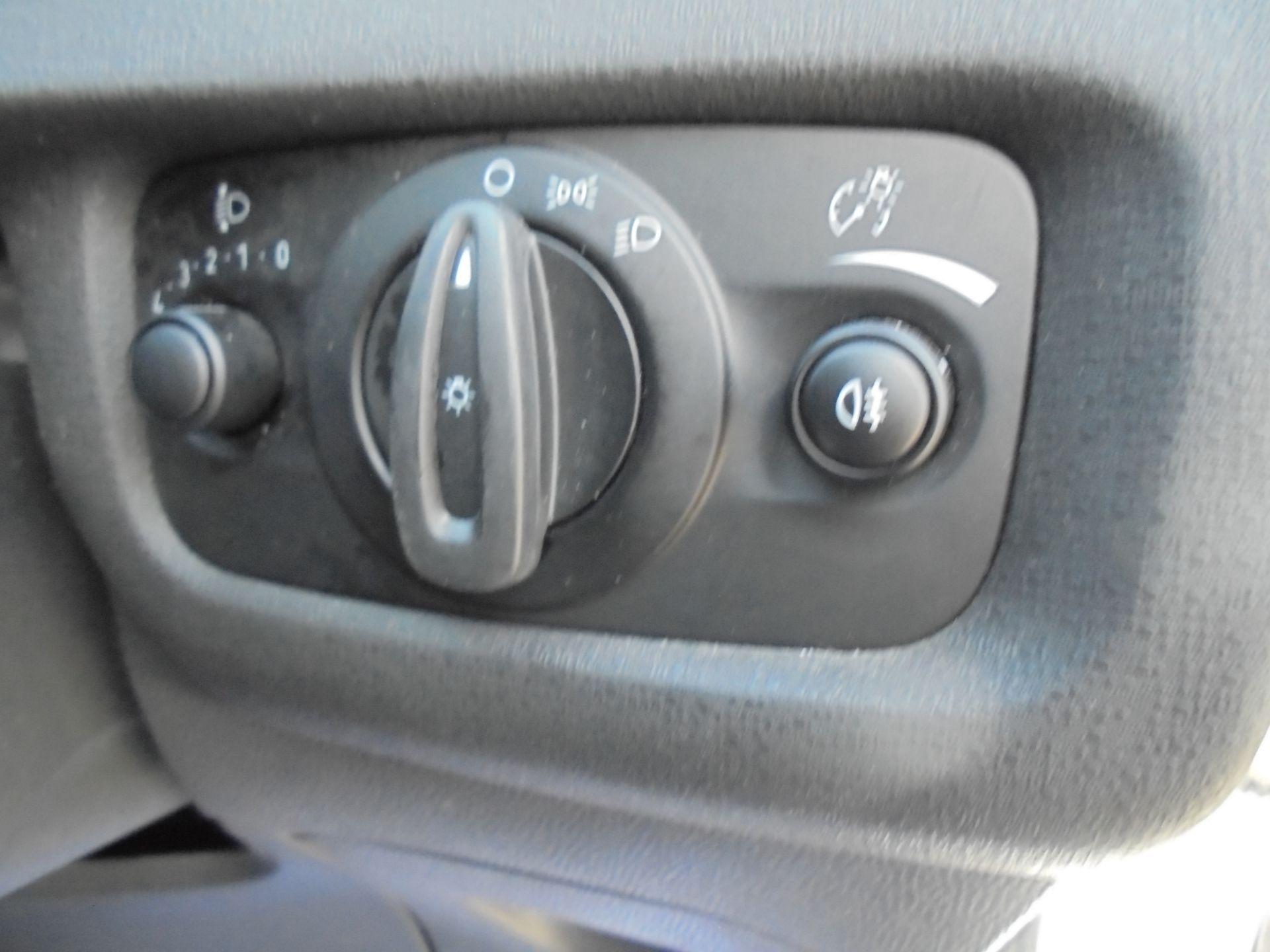 2016 Ford Fiesta 1.5 Tdci Van (FN16USU) Image 17