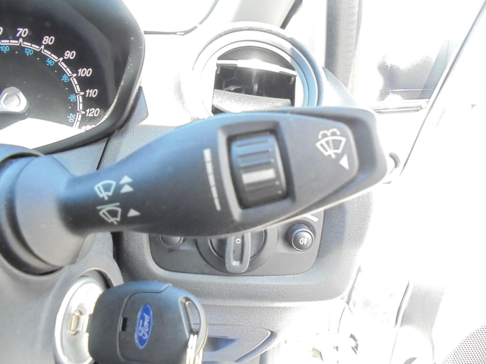 2016 Ford Fiesta 1.5 Tdci Van (FN16USU) Image 18