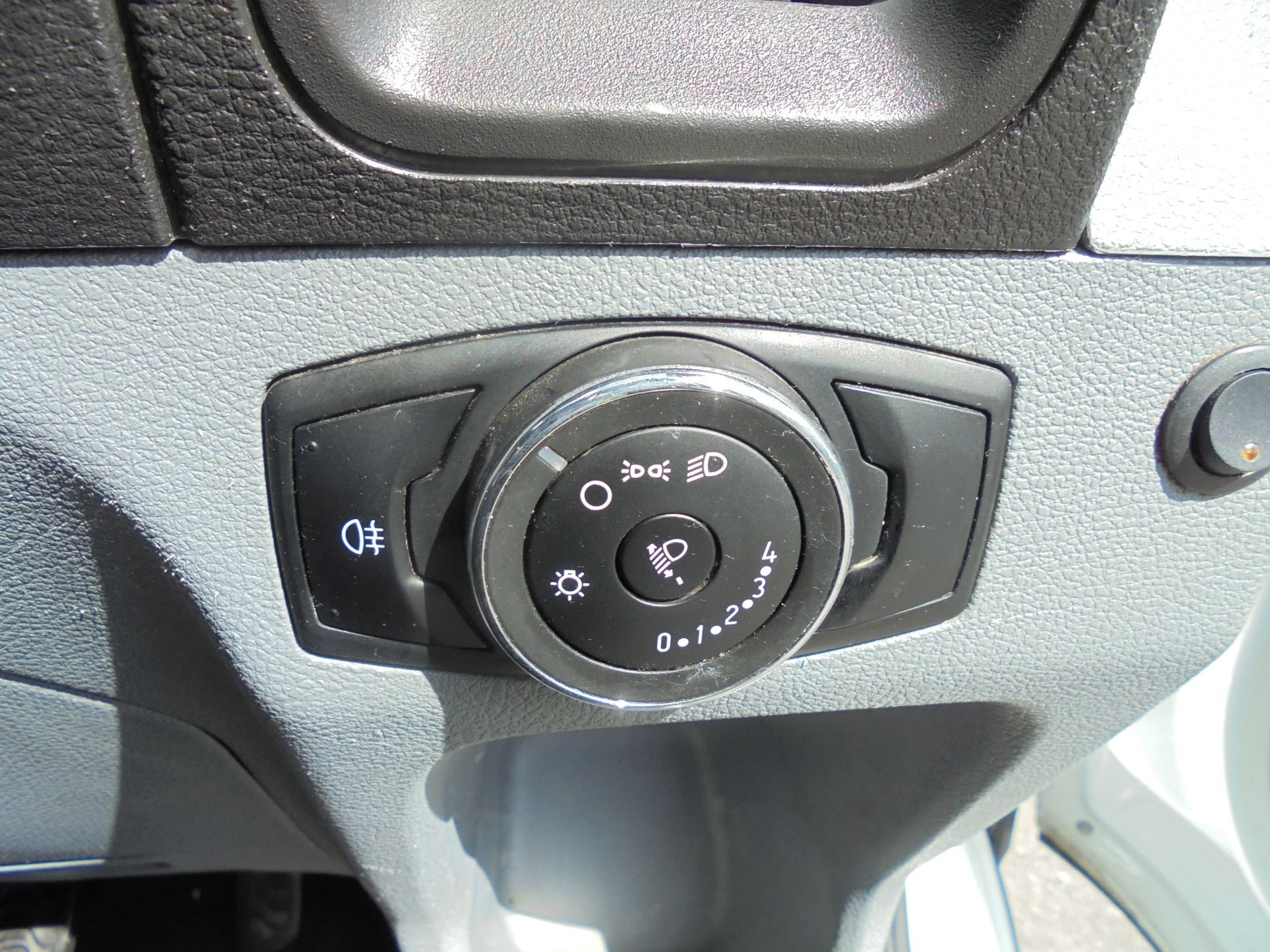 2016 Ford Transit 2.2 Tdci 125Ps H3 Van (FN16UTB) Image 11