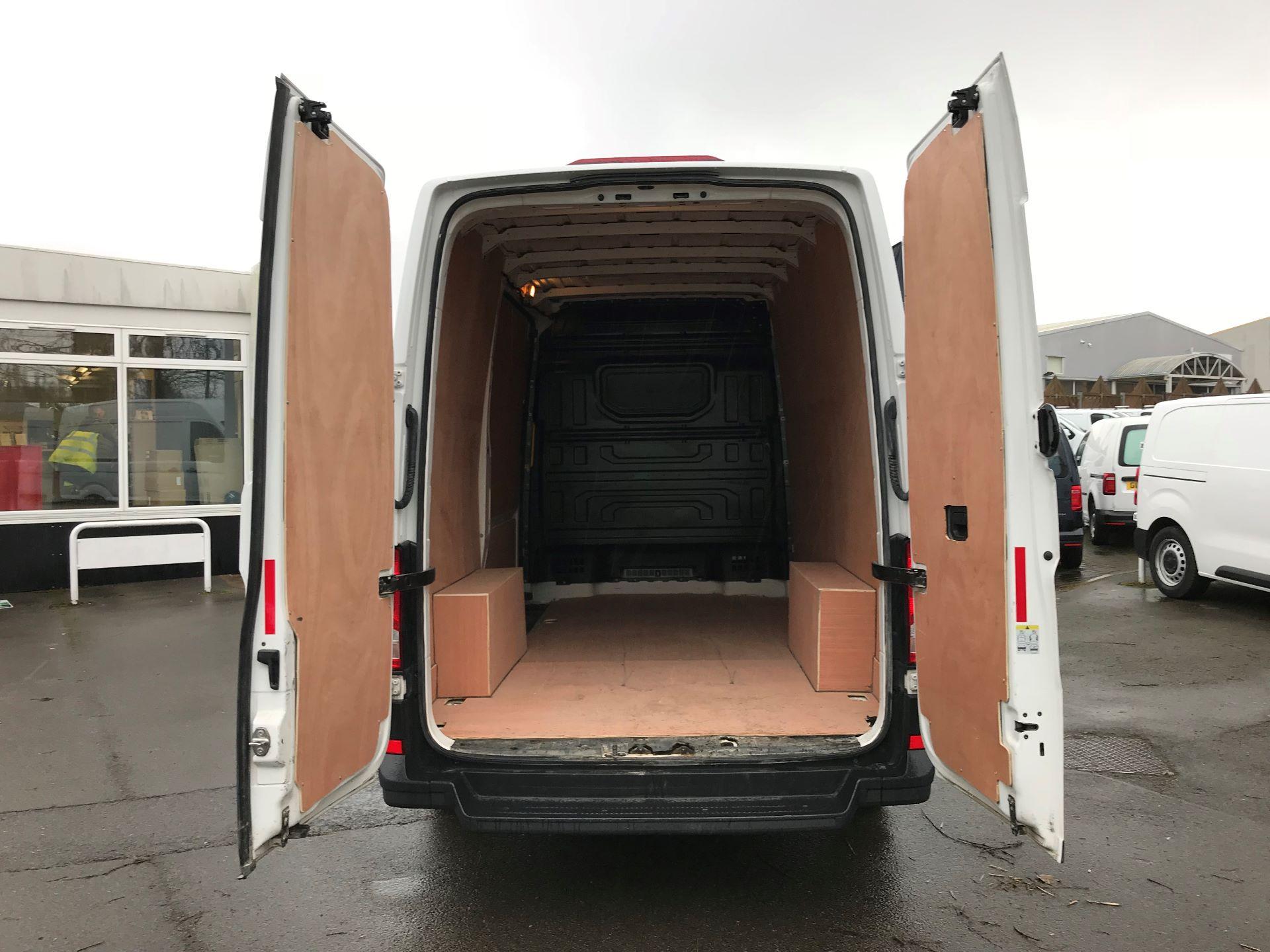 2018 Volkswagen Crafter 2.0 TDI 140PS STARTLINE HIGH ROOF VAN EURO 6 (GC18KHD) Image 7