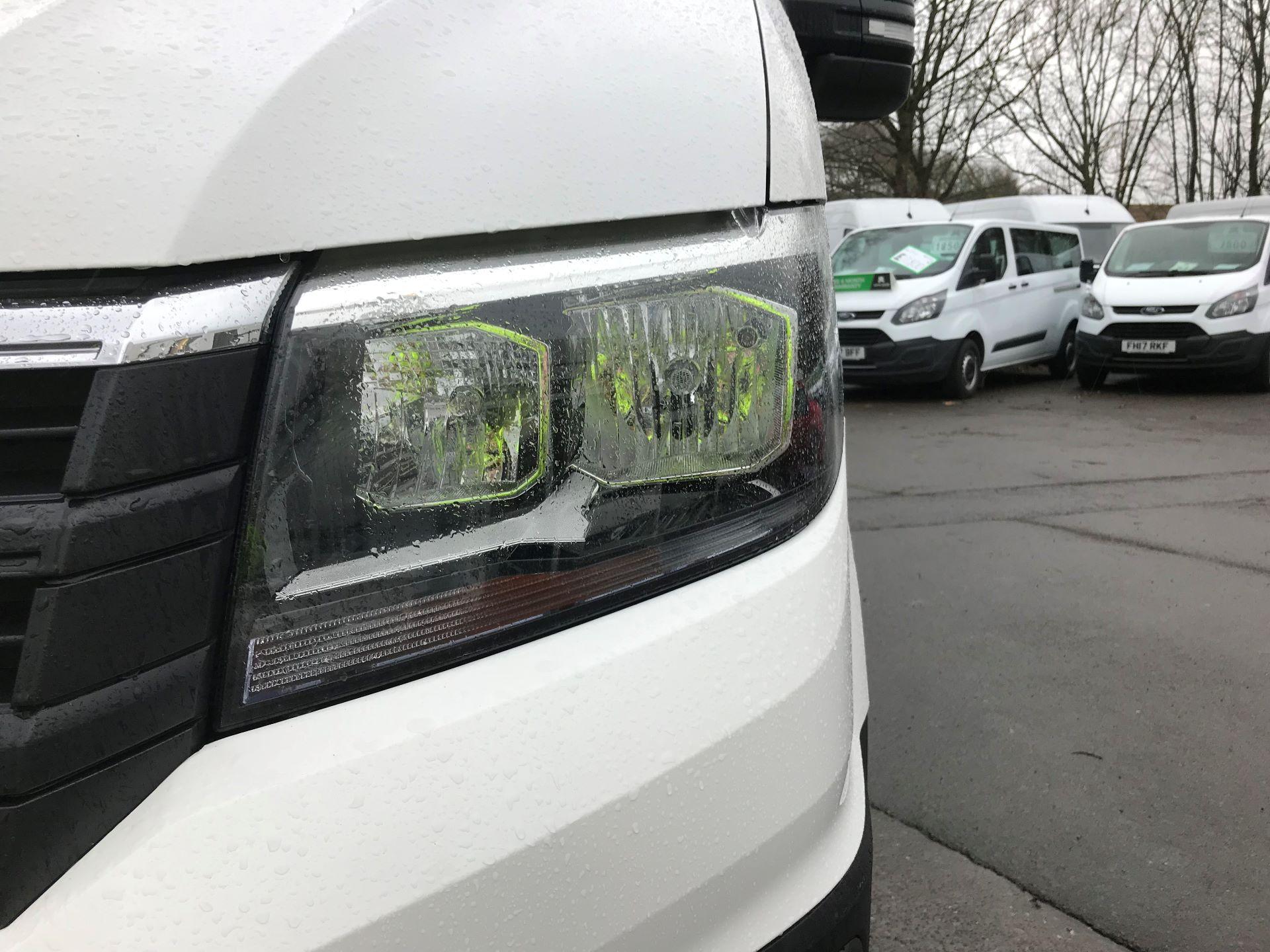 2018 Volkswagen Crafter 2.0 TDI 140PS STARTLINE HIGH ROOF VAN EURO 6 (GC18KHD) Image 13