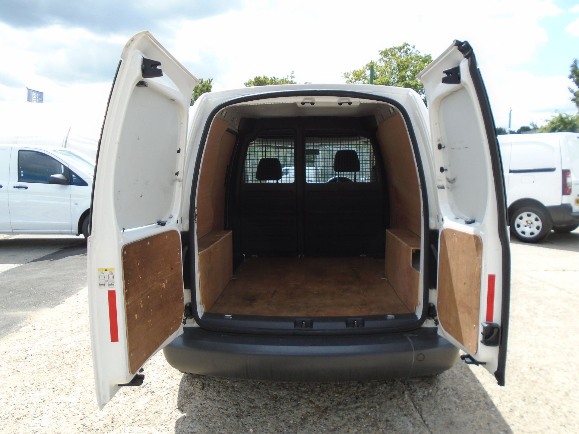 2015 Volkswagen Caddy 1.6 Tdi 75Ps Startline Van (GF64WZD) Image 11