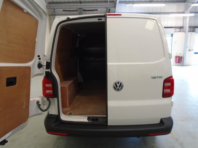 2017 Volkswagen Transporter T28 SWB DIESEL 2.0 TDI BMT 102 STARTLINE VAN EURO 6  (GK17SJO) Image 6