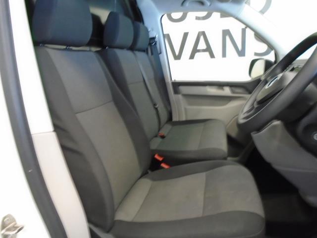 2017 Volkswagen Transporter T28 SWB DIESEL 2.0 TDI BMT 102 STARTLINE VAN EURO 6  (GK17SJO) Image 4