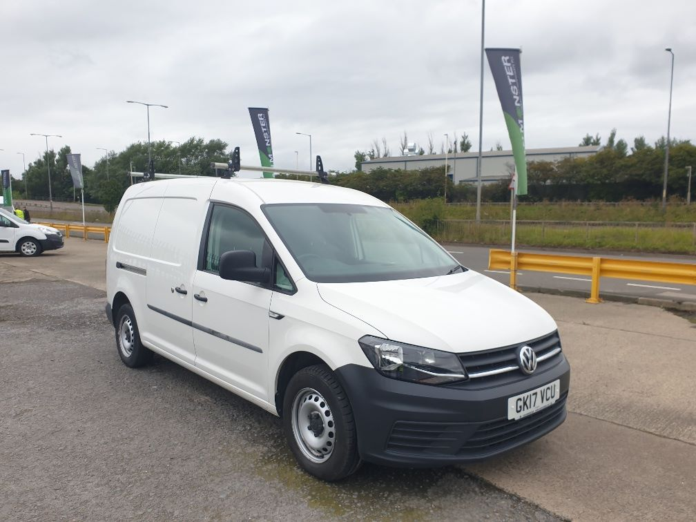 2017 Volkswagen Caddy Maxi 2.0 TDI BLUEMOTION TECH 102PS STARTLINE EURO 6 *SPEED RESTRICTED TO 70MPH* (GK17VCU) Image 1