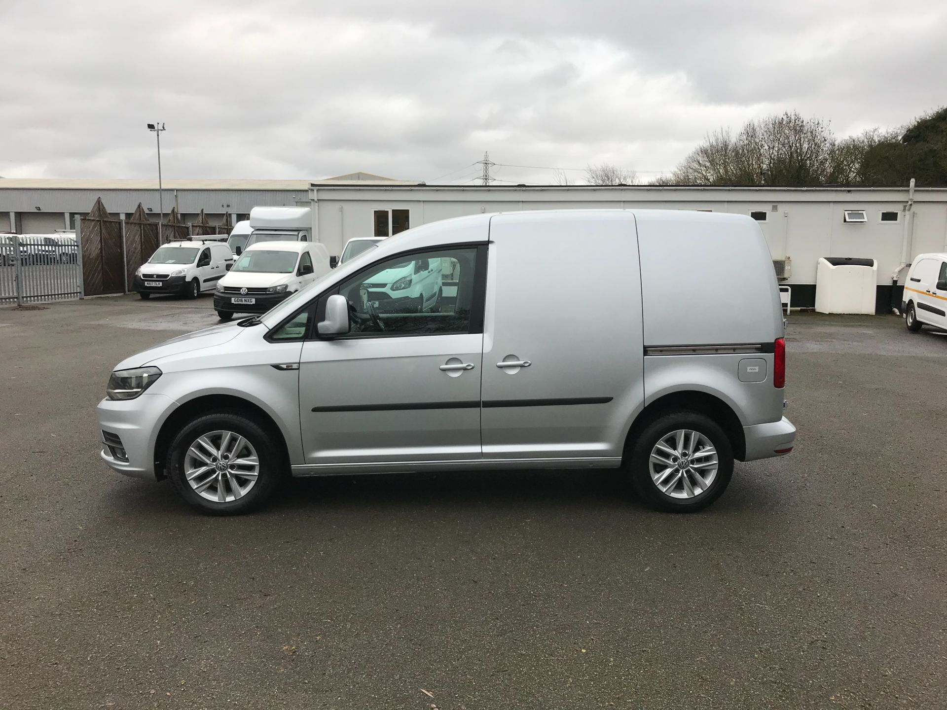 2017 Volkswagen Caddy 2.0 102PS BLUEMOTION TECH 102 HIGHLINE EURO 6 (GL67ZZX) Image 4