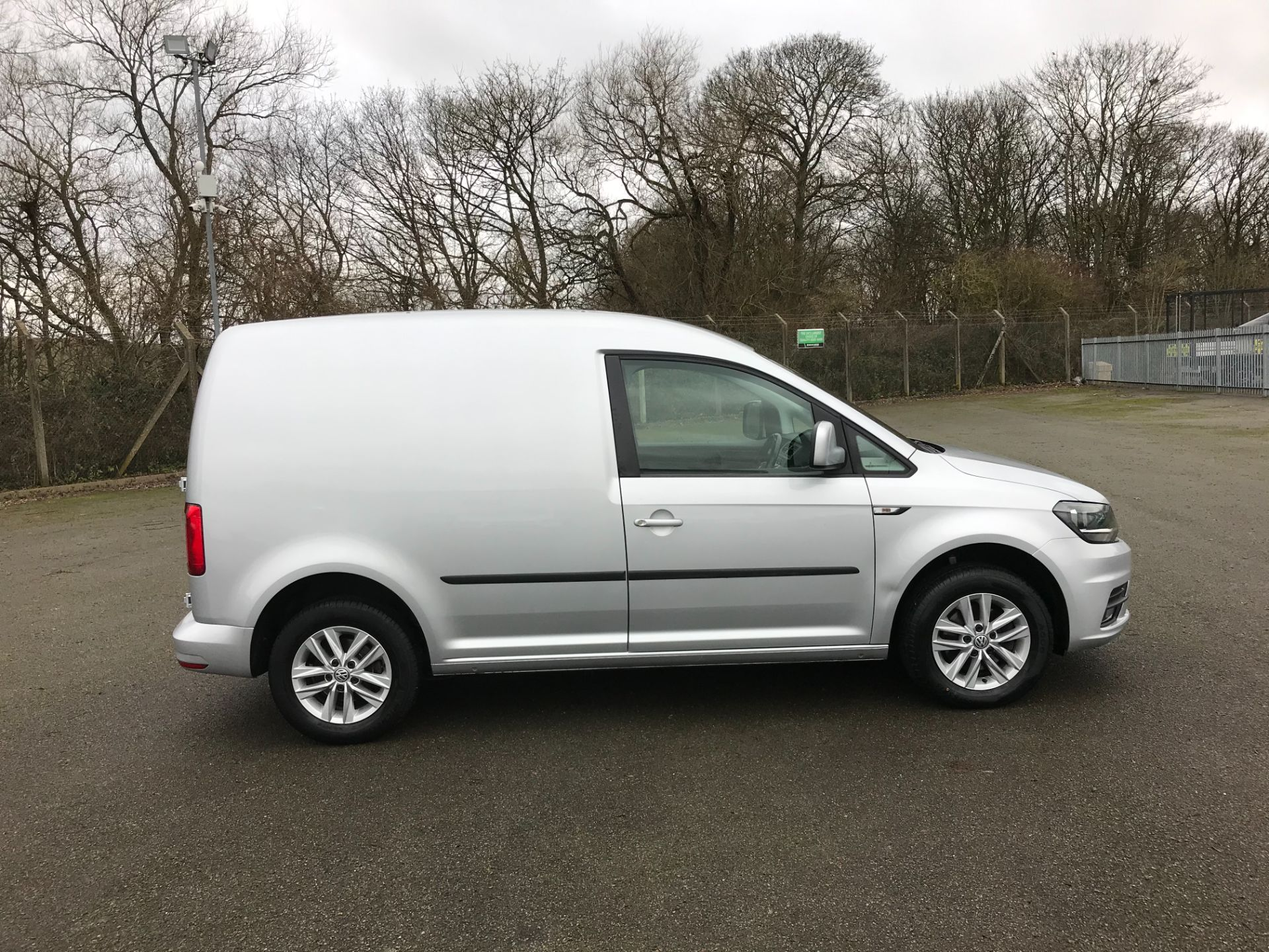 2017 Volkswagen Caddy 2.0 102PS BLUEMOTION TECH 102 HIGHLINE EURO 6 (GL67ZZX) Image 10