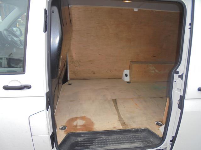 2015 Volkswagen Transporter  T28 SWB DIESEL 2.0 TDI 102PS STARTLINE EURO 5  (GM15VPP) Image 30