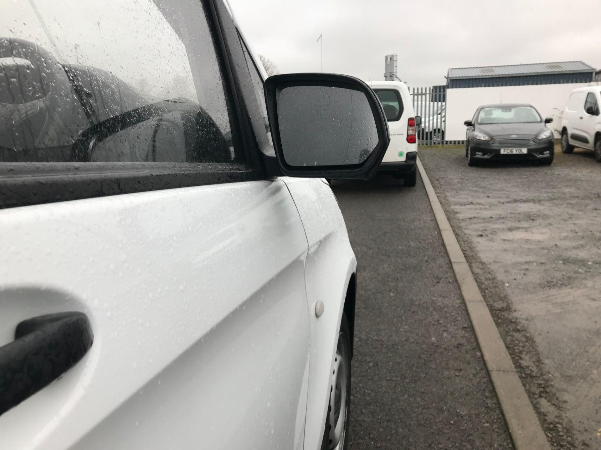 2017 Mercedes-Benz Vito 111Cdi Van (KN67UXC) Image 10