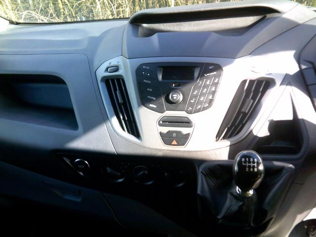 2015 Ford Transit Custom 2.2 Tdci 100Ps Low Roof Van Euro 5 (NG64KCU) Image 16