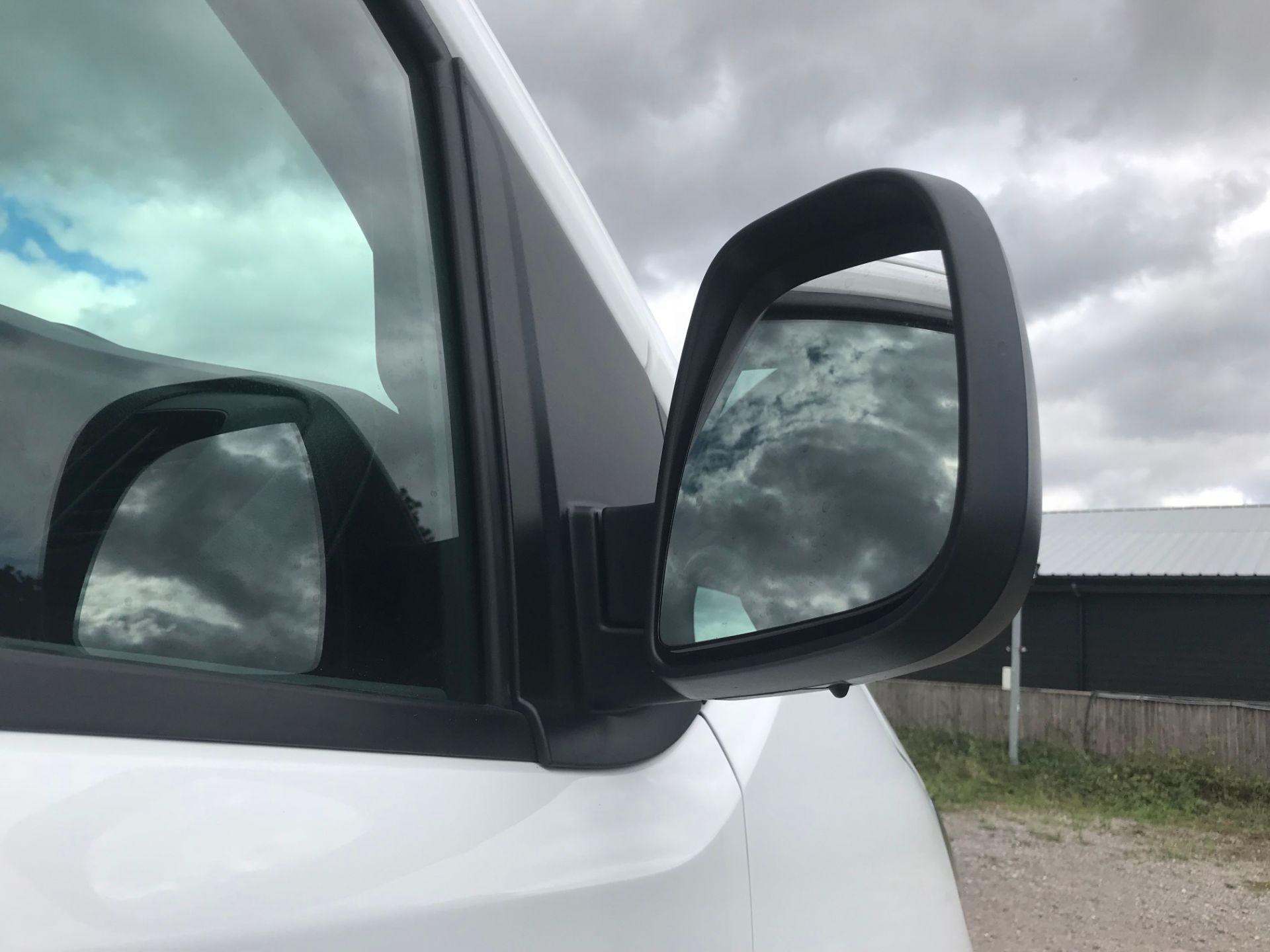 2018 Peugeot Expert 1000 1.6 Bluehdi 95 Professional Van (NU68HBJ) Image 13