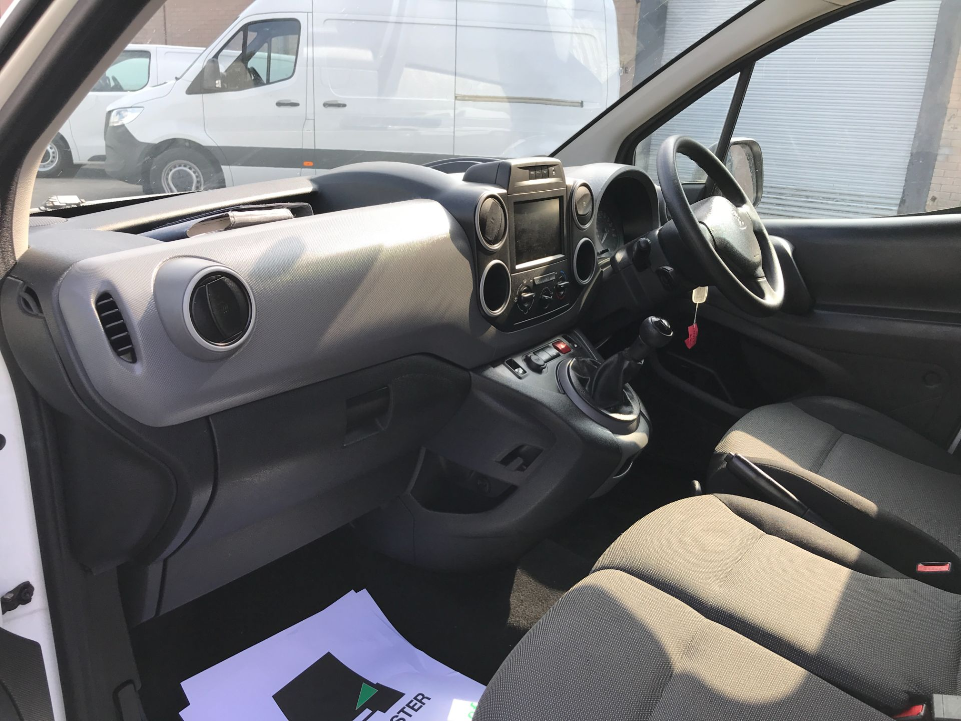 2017 Peugeot Partner L1 850 1.6BLUEHDI 100PS PROFESSIONAL EURO 6 (NV17LSZ) Image 12