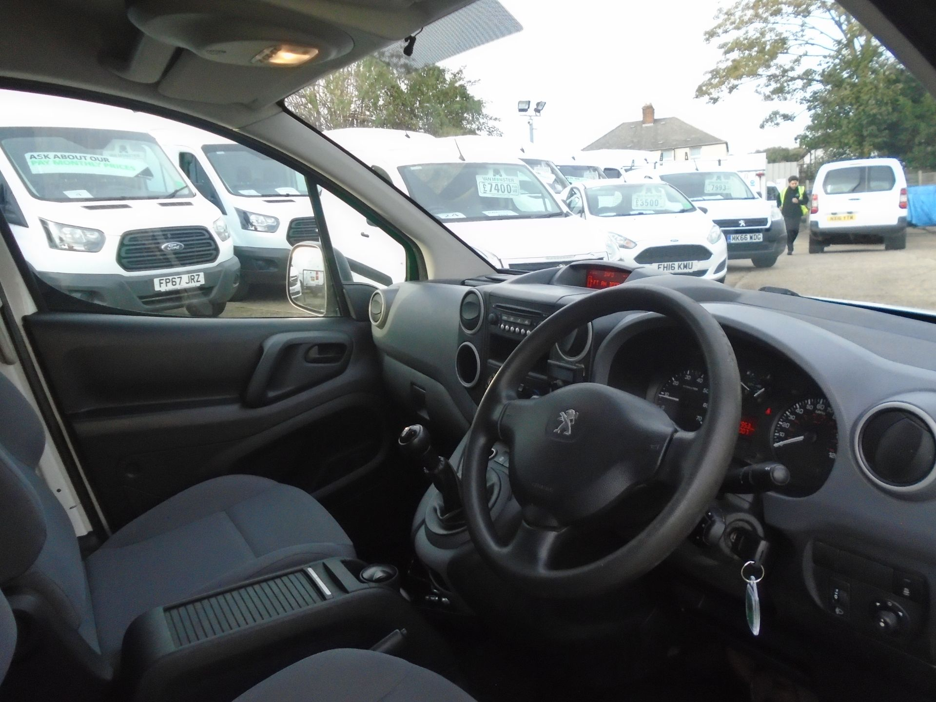 2015 Peugeot Partner 850 S 1.6 Hdi 92 Van [Sld] (NV64ULP) Image 17