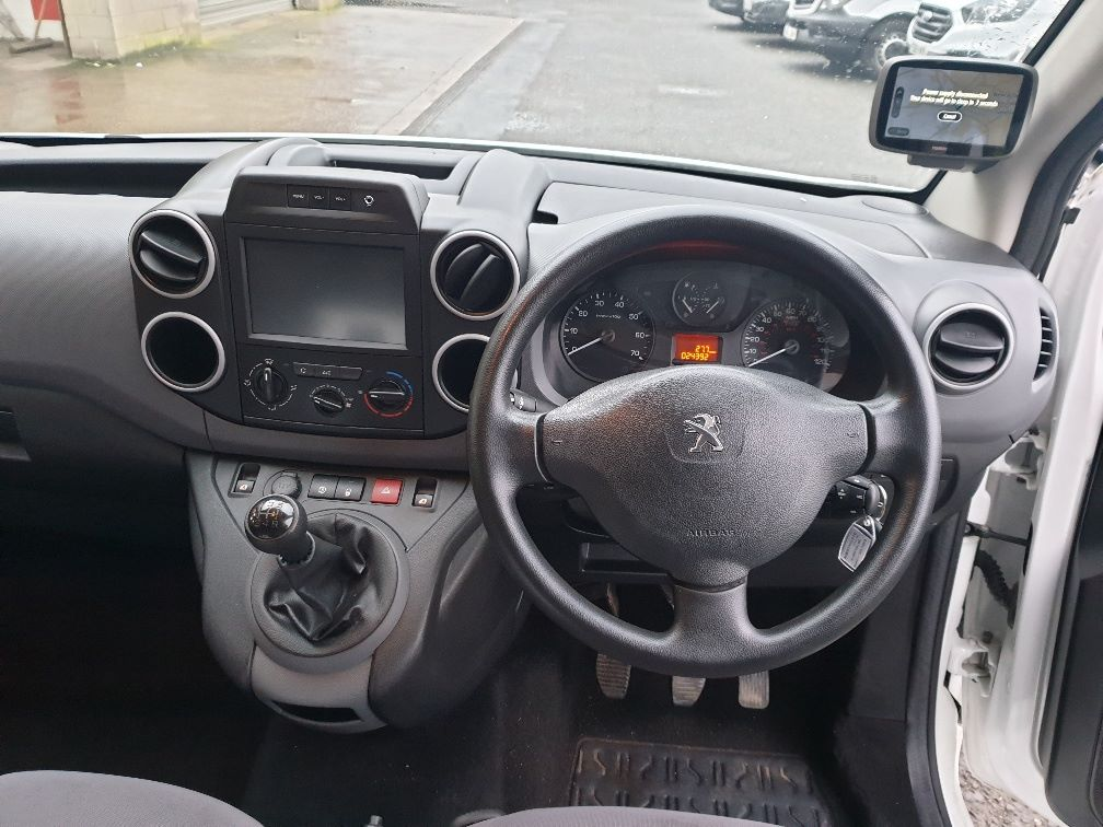 2016 Peugeot Partner L1 850 1.6 Blue HDI 100 Professional (Non S/S) Euro 6 (NV66ADZ) Image 16